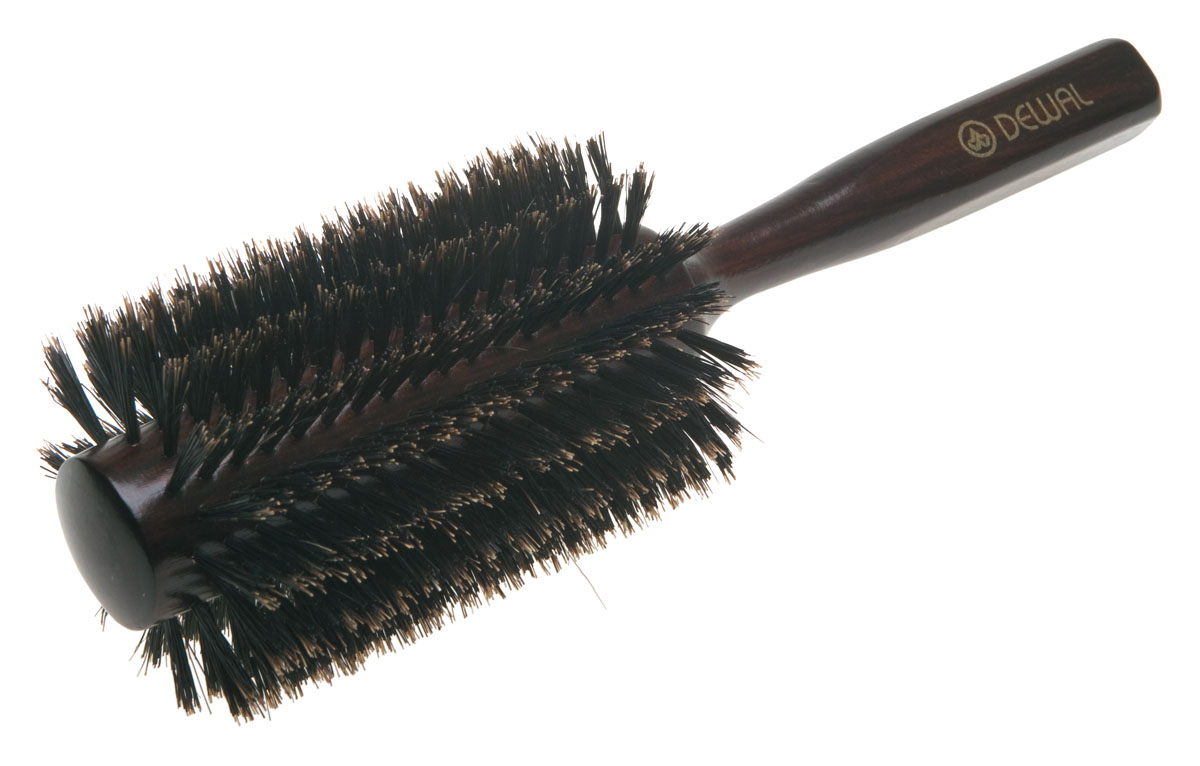 Dewal Расческа круглая, с натуральной щетиной. BRT1216BRT1216В ассортименте торговой марки Dewal (Деваль) имеются расчески на все случаи жизни, с помощью которых можно выполнять стрижки, укладки, модельные причёски и другие манипуляции с волосами. Вообще расческа для волос считается для парикмахера самым простым, но при этом незаменимым инструментом. Брашинг круглой формы скомбинированной щетиной (натуральная щетина + пластиковый штифт) обеспечивает более идеальное вытягивание волос (также для выпрямления вьющихся волос), эргономичная ручка создает дополнительное удобство при формировании прически. Не продувная. Продуманная конструкция, эргономичный дизайн обеспечивают комфортную работу парикмахера. Расчёски с лёгкостью скользят по волосам, удобно ложатся в руку. Товар сертифицирован.