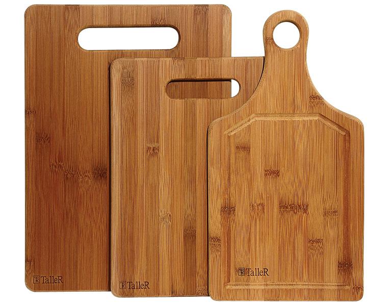 Набор разделочных досок Taller, цвет: светлое дерево, 3 шт68/5/3Набор Taller состоит из трех разделочных досок разных размеров, изготовленных из бамбука. Изделия оснащены ручками. Бамбук обладает высокими антибактериальными свойствами.Доски имеют высокую плотность, прочность и долговечность. Они не впитывают запахи, легко моются, обладают водоотталкивающими свойствами и не деформируются при длительном использовании.Набор разделочных досок станет незаменимым и полезным аксессуаром на вашей кухне, который к тому же и стильно дополнит интерьер. Рекомендуется мыть вручную. Размер большой доски: 35 см х 25 см х 1 см.Размер средней доски: 34,5 см х 18 см х 1 см.Размер маленькой доски: 29 см х 22 см х 1 см.