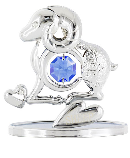 Миниатюра Crystocraft Овечка, цвет: серебристый, высота 7 смV4140/1SМиниатюра Crystocraft Овечка изготовлена из стали с роскошным искусно выполненным покрытием серебристого цвета. Фигурка овечки инкрустирована крупным кристаллом Swarowski голубого цвета. Роскошная миниатюра Crystocraft - прекрасное украшение письменного стола, а также чудесный подарок к любому случаю.