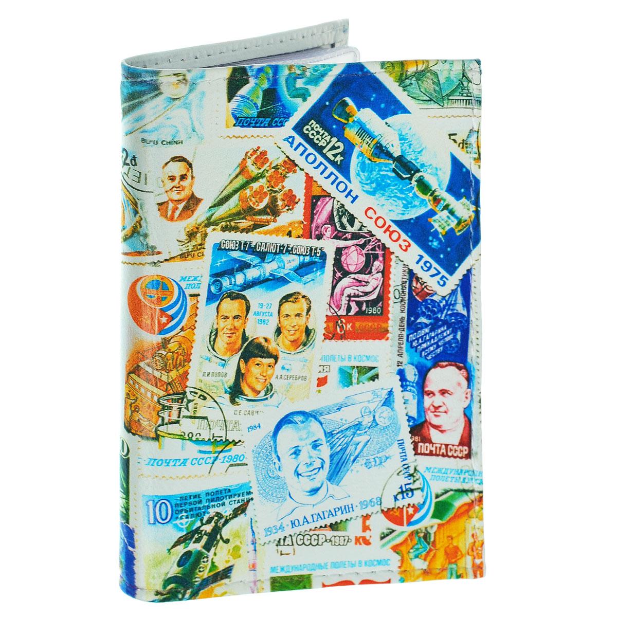 Обложка для автодокументов Космос (марки). AUTO271181Обложка для автодокументов Mitya Veselkov Космос. Марки изготовлена из натуральной кожи и оформлена изображениями почтовых марок с космической тематикой. На внутреннем развороте имеются съемный блок из шести прозрачных файлов из мягкого пластика для водительских документов, один из которых формата А5, а также два боковых кармашка для визиток или банковских карт.Стильная обложка не только поможет сохранить внешний вид ваших документов и защитит их отгрязи и пыли, но и станет аксессуаром, который подчеркнет вашу яркую индивидуальность.