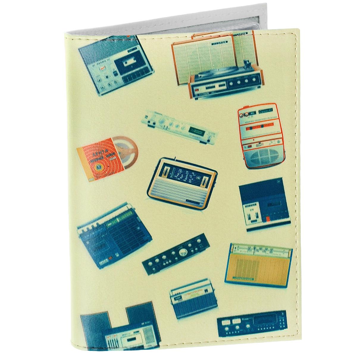 Обложка для автодокументов Радиоприемники. AUTO280731Обложка для автодокументов Mitya Veselkov Радиоприемники изготовлена из натуральной кожибежевого цвета и оформлена изображениями звуковой аппаратуры. На внутреннем развороте имеются съемный блок из шести прозрачных файлов из мягкого пластика для водительских документов, один из которых формата А5, а также два боковых кармашка для визиток или банковских карт.Стильная обложка не только поможет сохранить внешний вид ваших документов и защитит их отгрязи и пыли, но и станет аксессуаром, который подчеркнет вашу яркую индивидуальность.