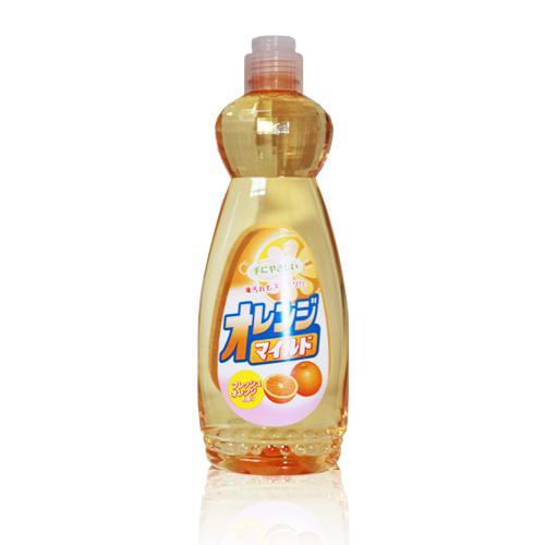 Средство для мытья посуды Mitsuei, с ароматом апельсина, 600 млDB040Средство для мытья посуды Mitsuei великолепно расщепляет жир. Образует большое количество пены, которая эффективно удаляет любые загрязнения. Не раздражает кожу рук, так как в составе содержатся растительные экстракты. Смывается водой без остатка, поэтому безопасно для мытья овощей и фруктов. Обладает сочным ароматом свежего апельсина. Способ применения: нанести небольшое количество средства на губку, протереть посуду, овощи или фрукты, затем тщательно прополоскать проточной водой в течении 10 секунд. Состав: ПАВ (нормальный 14% алкибензол сульфонат натрия), стабилизатор.Товар сертифицирован.