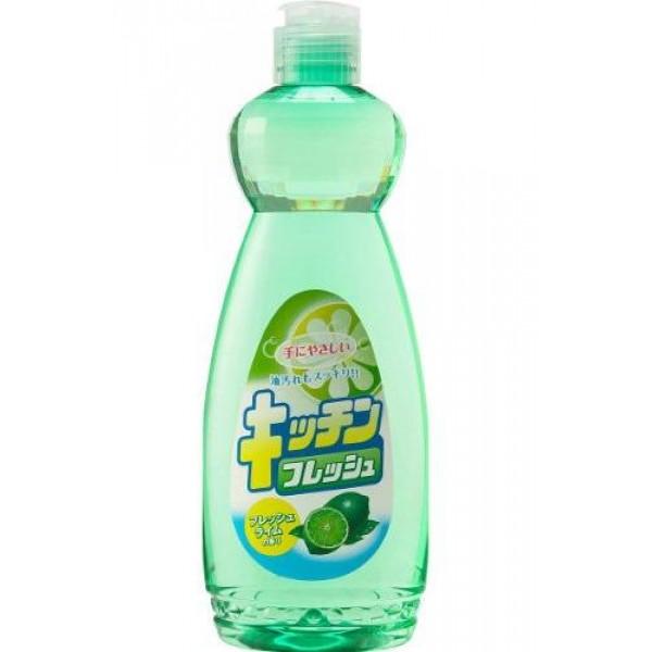 Средство для мытья посуды Mitsuei, с ароматом лайма, 600 мл391602Средство для мытья посуды Mitsuei великолепно расщепляет жир. Образует большое количество пены, которая эффективно удаляет любые загрязнения. Не раздражает кожу рук, так как в составе содержатся растительные экстракты. Смывается водой без остатка, поэтому безопасно для мытья овощей и фруктов. Обладает сочным запахом свежего лайма. Способ применения: нанести небольшое количество средства на губку, протереть посуду, овощи или фрукты, затем тщательно прополоскать проточной водой в течении 10 секунд. Состав: ПАВ (нормальный 16% алкибензол сульфонат натрия), стабилизатор.Товар сертифицирован.