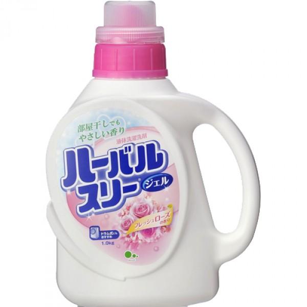 Гель для стирки белья Mitsuei, с ароматом роз, 900 млBH-UN0502( R)Гель для стирки белья Mitsuei прекрасно отстирывает любые загрязнения, при этом очень бережно относится к ткани. Подходит для хлопка, льна, синтетического волокна. Гель легко и быстро растворяется в небольшом количестве воды, не образуя осадка. Проникая вглубь волокон, средство расщепляет загрязнения, оставляя ваши вещи идеально чистыми. Не содержит флюоресцентных добавок и красителей. Имеет чувственный аромат розы. Состав: поверхностно-активное вещество (24% полиоксиэтиленалкилэфир, сульфонат бензол с линейным алкильным заместителем, соль жирной кислоты), смягчитель воды, щелочные добавки, средство регулирующее пенообразование. Товар сертифицирован.