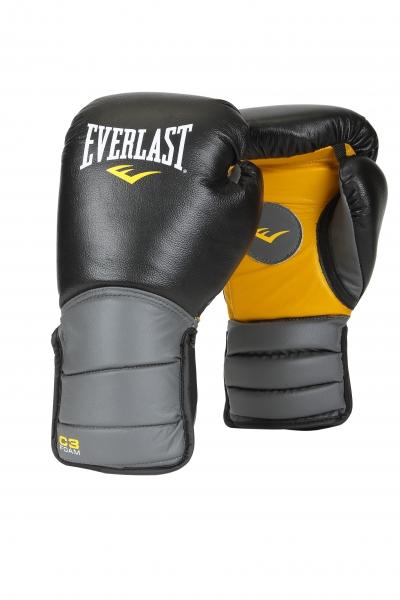 Лапы-перчатки Everlast Catch & Release, цвет: черныйKSC-10044Универсальные тренерские лапы-перчатки Everlast Catch & Release для отработки техники удара и тактики боя. Изготовлены из натуральной кожи и предназначены для ежедневной интенсивной работы. Уплотненная манжета надёжно поддерживает запястье, а антибактериальная пропитка предотвращает образование влаги, неприятного запаха, и главное — продлевает срок службы экипировки. На ладони нарисован круг, чтобы партнеру было легче сконцентрироваться на цели. Лапы, совмещенные с перчатками, позволяют создать условия боя, приближенные к реальным, а, кроме того, защищают голову спортсмена от случайных травм во время тренировки.В комплекте сумка для переноски.