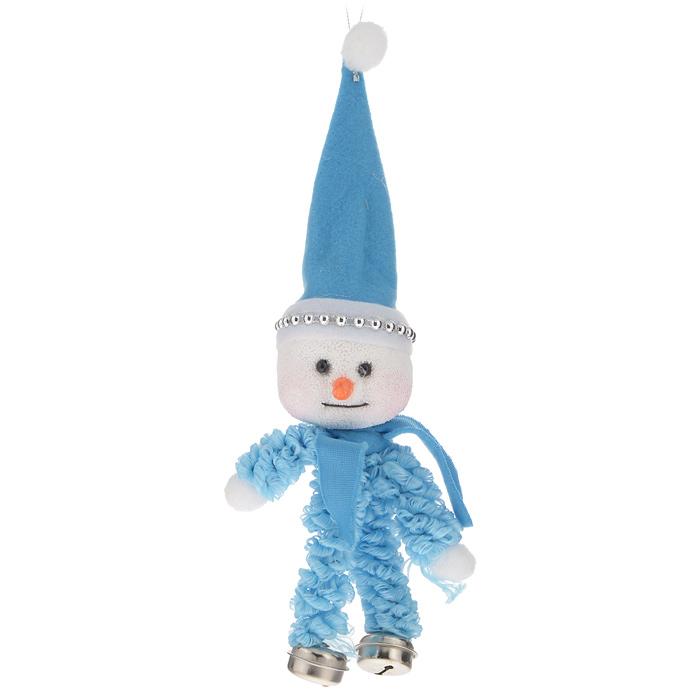 Новогоднее подвесное украшение Sima-land Снеговик, цвет: голубой, высота 25 см06008A7401Новогоднее подвесное украшение Sima-land Снеговик прекрасно подойдет для праздничного декора новогодней ели. Украшение выполнено из пенопласта и текстиля в виде снеговика. Для удобного размещения на елке на игрушке предусмотрена текстильная петелька.Елочная игрушка - символ Нового года. Она несет в себе волшебство и красоту праздника. Создайте в своем доме атмосферу веселья и радости, украшая новогоднюю елку нарядными игрушками, которые будут из года в год накапливать теплоту воспоминаний. Коллекция декоративных украшений принесет в ваш дом ни с чем не сравнимое ощущение волшебства! Откройте для себя удивительный мир сказок и грез. Почувствуйте волшебные минуты ожидания праздника, создайте новогоднее настроение вашим дорогим и близким.