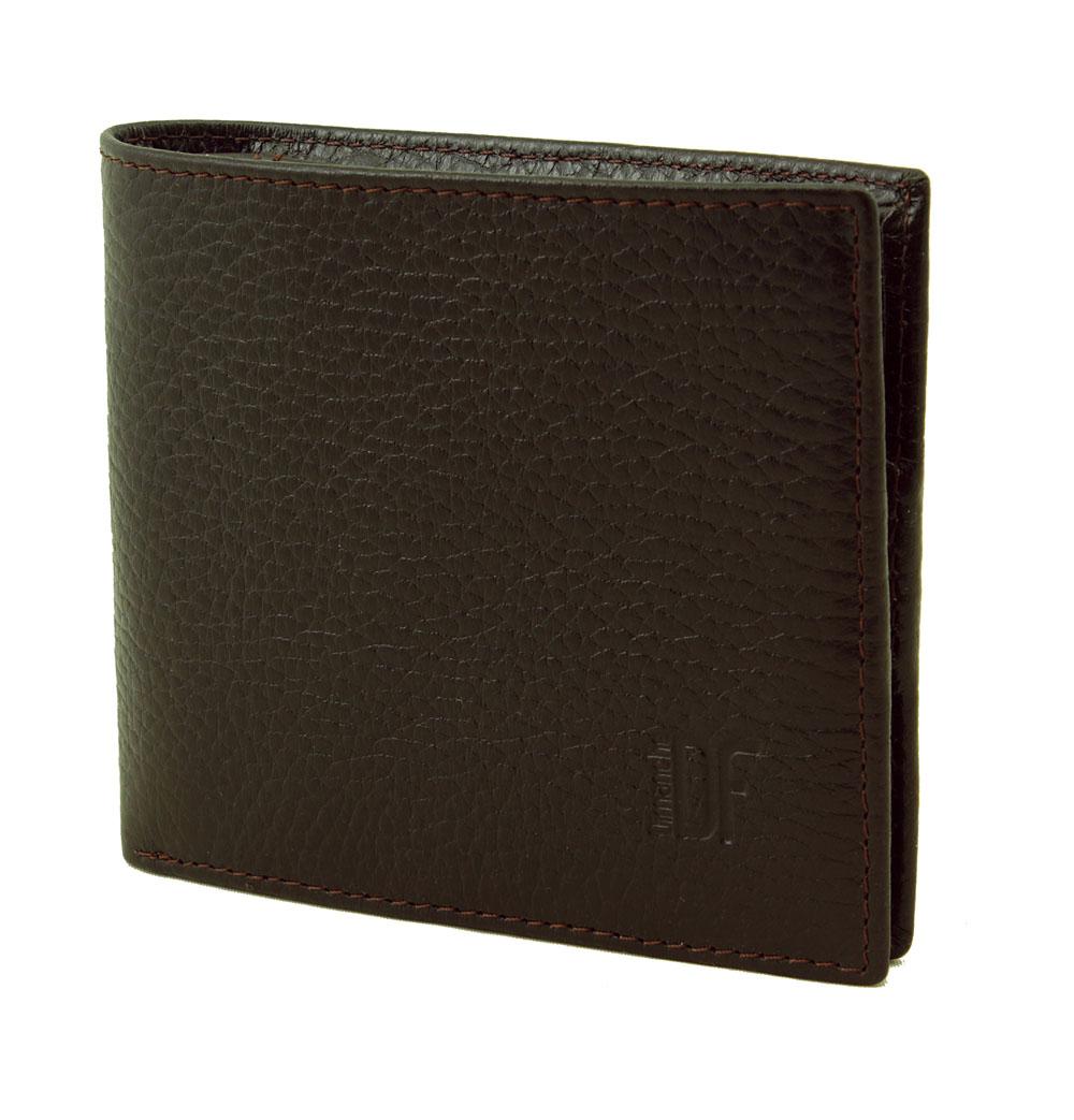 Портмоне мужское Dimanche Street Brun, цвет: темно-коричневый. 195INT-06501Стильное мужское портмоне Dimanche Street Brun изготовлено из натуральной фактурной кожи и закрывается на скрытую кнопку. Внутри содержится два отделения для купюр, объемный карман для мелочи, который закрывается клапаном с потайной кнопкой, пять кармашков для пластиковых карт, потайной кармашек для мелких бумаг и кармашек для сим-карты. Оформлено изделие небольшим тиснением в виде названия и логотипа бренда. Стильное портмоне эффектно дополнит ваш образ и станет незаменимым аксессуаром.Упаковано изделие в фирменную картонную коробку.