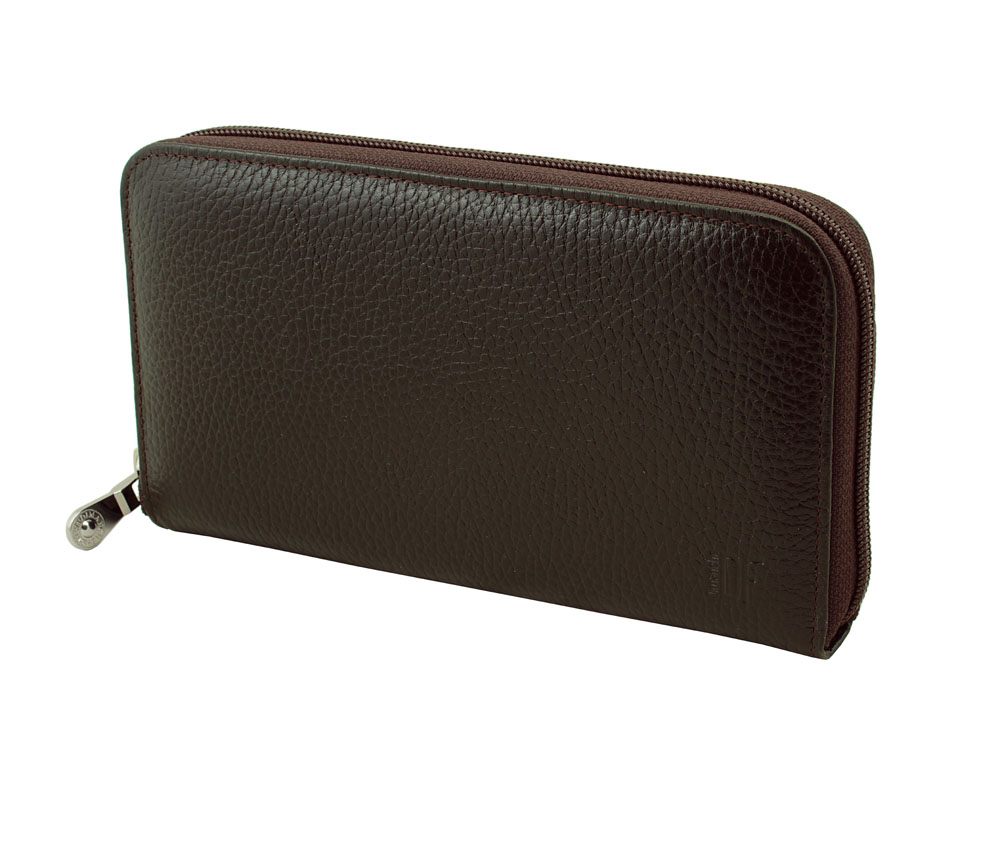 Портмоне-клатч мужское Dimanche Street Brun, цвет: темно-коричневый. 828W16-11128_323Стильное мужское портмоне-клатч Dimanche Street Brun изготовлено из натуральной фактурной кожи. Закрывается на застежку-молнию.Внутри содержится 4 вместительных отделения для купюр, карман на молнии для мелочи, 10 кармашков для пластиковых карт и 2 потайных кармашка для бумаг, один из которых закрывается на молнию. На задней стенке имеется ручка для удобства переноски. Внутри изделие отделано атласным полиэстером с узором. Фурнитура - серебристого цвета.Стильное портмоне отлично дополнит ваш образ и станет незаменимым аксессуаром на каждый день. Упаковано в фирменную картонную коробку.