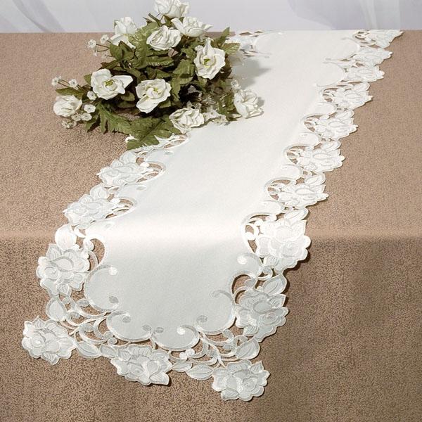 Дорожка для декорирования стола Schaefer, прямоугольная, цвет: белый, 30 x 160 смS03301004Дорожка 30*160см, 100% полиэстер Изысканный текстиль от немецкой компании Schaefer – это красота, стиль и уют в вашем доме.Дорожка послужит прекрасным декором, как для гостиной, так и для кухни, идеально подойдет для любого интерьера и события от домашних завтраков до романтического ужина. Дарите себе и близким красоту каждый день! Изделие легко стирать и гладить, не требует специального ухода.