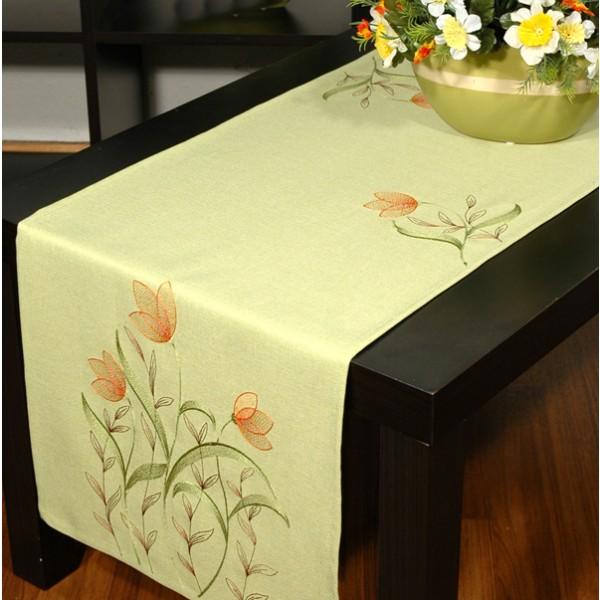 Дорожка для декорирования стола Schaefer, прямоугольная, цвет: зеленый, 40 x 140 см 07025-211FA-5126-2 WhiteДорожка Schaefer выполнена из высококачественного полиэстера и украшена вышитым цветочным орнаментом. Вы можете использовать дорожку для декорирования стола, комода или журнального столика.Благодаря такой дорожке вы защитите поверхность мебели от воды, пятен и механических воздействий, а также создадите атмосферу уюта и домашнего тепла в интерьере вашей квартиры. Изделия из искусственных волокон легко стирать: они не мнутся, не садятся и быстро сохнут, они более долговечны, чем изделия из натуральных волокон. Изысканный текстиль от немецкой компании Schaefer - это красота, стиль и уют в вашем доме. Дорожка органично впишется в интерьер любого помещения, а оригинальный дизайн удовлетворит даже самый изысканный вкус. Дарите себе и близким красоту каждый день!