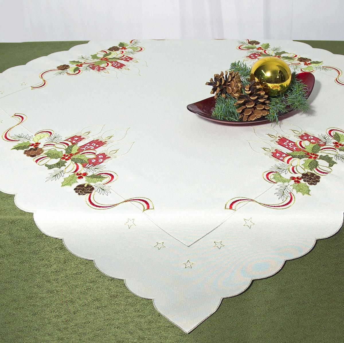 Скатерть Schaefer, квадратная, цвет: белый, 85x 85 см. 07488-100VT-1520(SR)Скатерть Schaefer изготовлена из полиэстера и украшена новогодней вышивкой.Изделия из полиэстера легко стирать: они не мнутся, не садятся и быстро сохнут, они более долговечны, чем изделия из натуральных волокон. Кроме того, ткань обладает водоотталкивающими свойствами. Такая скатерть будет просто не заменима на кухне, а особенно на вашем обеденном столе на даче под открытым небом. Скатерть Schaefer не останется без внимания ваших гостей, а вас будет ежедневно радовать ярким дизайном и несравненным качеством.Немецкая компания Schaefer создана в 1921 году. На протяжении всего времени существования она создает уникальные коллекции домашнего текстиля для гостиных, спален, кухонь и ванных комнат. Дизайнерские идеи немецких художников компании Schaefer воплощаются в текстильных изделиях, которые сделают ваш дом красивее и уютнее и не останутся незамеченными вашими гостями. Дарите себе и близким красоту каждый день! Изысканный текстиль от немецкой компании Schaefer - это красота, стиль и уют в вашем доме.
