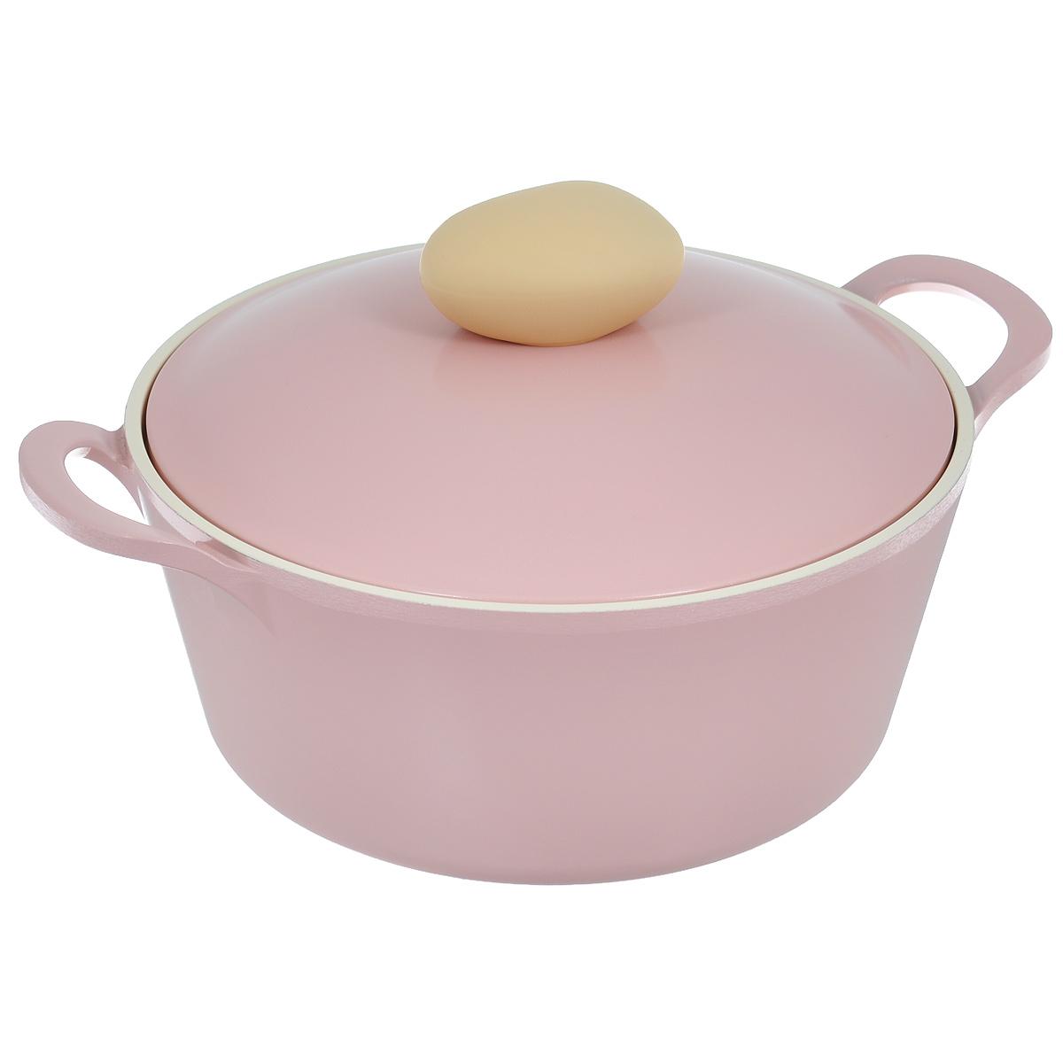 Кастрюля Frybest Round с крышкой, с керамическим покрытием, цвет: розовый, 2,8 л68/5/3Кастрюля Frybest Round выполнена из алюминия с внутренним и внешним керамическим покрытием Ecolon Superior. Такое покрытие устойчиво к повреждениям и не содержит вредных компонентов, так как изготовлено из натуральных материалов. Кастрюля оснащена удобными литыми алюминиевыми ручками и крышкой с пароотводом и прорезиненной ручкой из высококачественного пластика. Коллекция Round - это сочетание непревзойденного качества и элегантности.Ключевые преимущества:- Литой алюминиевый корпус хорошо проводит тепло и равномерно нагревается, обеспечивая наиболее эффективное приготовление пищи,- Крепления ручек не имеют заклепок на внутренней стороне посуды,- Внешнее и внутреннее покрытие устойчиво к царапинам и повреждениям,- Покрытие абсолютно нейтрально и не вступает в реакцию с пищей,- Легко моется,- Утолщенное дно для лучшего распространения тепла и экономии энергии,- Благодаря равномерно прогревающейся алюминиевой крышке в процессе приготовления блюд создается эффект томления, еда готовится быстрее и приобретает более насыщенный вкус и аромат,- Встроенный в крышку пароотвод предотвращает выкипание,- Уникальная технология напыления стальных частиц на дно изделия,- Не содержит PFOA. Можно мыть в посудомоечной машине. Подходит для электрических, газовых и стеклокерамических плит.
