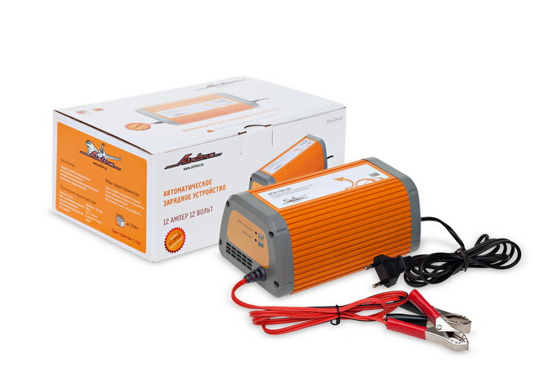 Зарядное устройство Airline, 12 А, 12ВACH-12A-02Назначение зарядного устройства Airline - заряд автомобильных и мотоциклетных 12В свинцово-кислотных аккумуляторных батарей любого типа. Устройство реализует заряд по закону Вудбриджа с ограничением максимального тока согласно спецификации, позволяющий заряжать любую исправную батарею (с остаточным напряжением не менее 6В) относительно быстро и без повреждения; способствует мягкому протеканию электрохимических процессов в АКБ, что продлевает срок службы АКБ. Устройства защищены от переполюсовки и коротких замыканий, работают в широком диапазоне питающих напряжений. Устройства автоматически отключают АКБ по завершении заряда.Устройство имеет режим автоматической зарядки АКБ по закону Вудбриджа с ограничением максимального тока 12А . Оснащены индикатором правильного подключения АКБ и индикатором режима зарядки. После достижения на АКБ напряжения 14,5-15В, заряд автоматически останавливается. Такой режим работы позволяет избежать перезаряда АКБ и кипения электролита, а также позволяет тратить меньше времени на заряд АКБ.Особенности:Оригинальный корпус из алюминия с порошковой окраской;Простота использования - не требует дополнительных манипуляций в процессе зарядки;Линейка устройств разной мощности;Запатентованный метод зарядки по закону Вудбриджа.