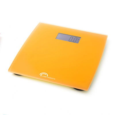 Весы напольные Little balance Little Orange, цвет: оранжевыйBK-9106Кухонные весы Citron просты и удобны в эксплуатации. Горизонтальная платформа изготовлена из качественного высокопрочного стекла, выдерживающего вес до 5 кг. Под стеклом изделие декорировано ярким изображением лайма, льда и мяты, что делает весы оригинальными и необычными. Включаются и выключаются вручную, а также могут выключаться автоматически. Кухонные весы Citron оснащены цифровым дисплеем и работают на батарейке типа 3V CR 2032 (входит в комплект). Прилагается инструкция по эксплуатации на русском языке.Материал: стекло, полимерные материалы.Размер: 16,5 см x 20,5 см x 1,5 см. Размер дисплея: 4,8 см x 2 см.