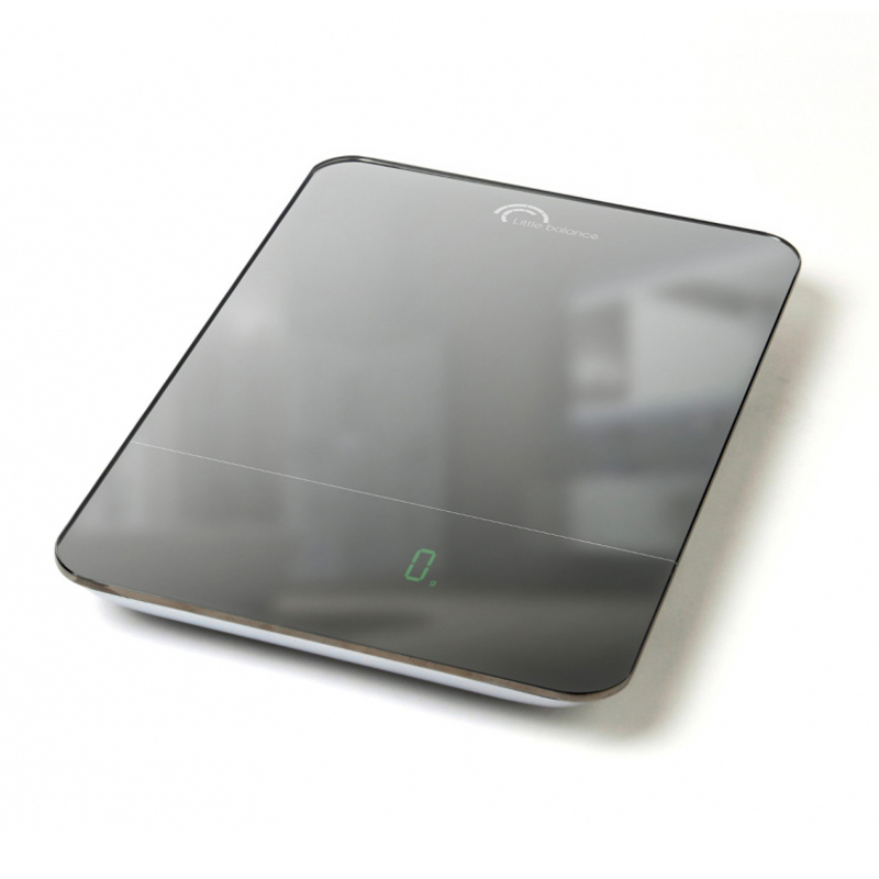 Весы кухонные Little balance Parfait 10, цвет: черный, стальнойFA-6409 SilverКухонные весы Parfait 10 просты и удобны в эксплуатации. Горизонтальная платформа изготовлена из качественного высокопрочного стекла, выдерживающего вес до 10 кг, и имеет зеркальную отделку. Корпус выполнен из полимерных материалов. Включаются и выключаются вручную, а также могут выключаться автоматически.Прилагается инструкция по эксплуатации на русском языке.УВАЖАЕМЫЕ ПОКУПАТЕЛИ!Обратите внимание на то, что необходимо докупить 4 батареи типа ААА 1,5 V (в комплект не входят).Материал: стекло, полимерные материалы. Размер весов: 27 см x 18 см x 2,5 см. Размер дисплея: 6,7 см x 2,1 см. LСD подсветка: зеленая.