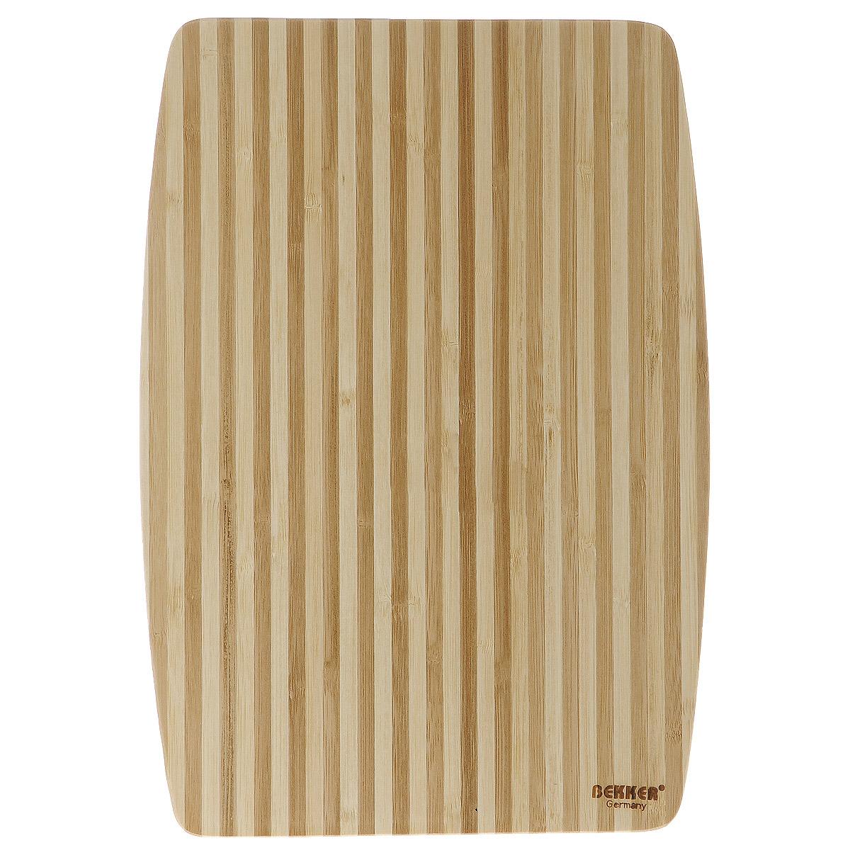Доска разделочная Bekker, бамбуковая, 34 см х 24 см115510Прямоугольная разделочная доска Bekker изготовлена из высококачественной древесины темного и светлого бамбука, обладающей антибактериальными свойствами. Бамбук - инновационный материал, идеально подходящий для разделочных досок. Доски из бамбука обладают высокой плотностью структуры древесины, а также устойчивы к механическим воздействиям. Функциональная и простая в использовании, разделочная доска Bekker прекрасно впишется в интерьер любой кухни и прослужит вам долгие годы.