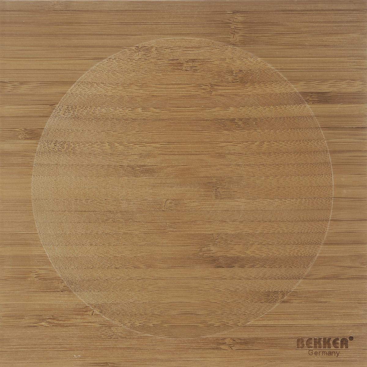 Доска разделочная Bekker, бамбуковая, 20 см х 20 см115510Квадратная разделочная доска Bekker изготовлена из высококачественной древесины бамбука, обладающей антибактериальными свойствами. Бамбук - инновационный материал, идеально подходящий для разделочных досок. Доски из бамбука обладают высокой плотностью структуры древесины, а также устойчивы к механическим воздействиям. Доска оснащена углублением в середине. Функциональная и простая в использовании, разделочная доска Bekker прекрасно впишется в интерьер любой кухни и прослужит вам долгие годы.