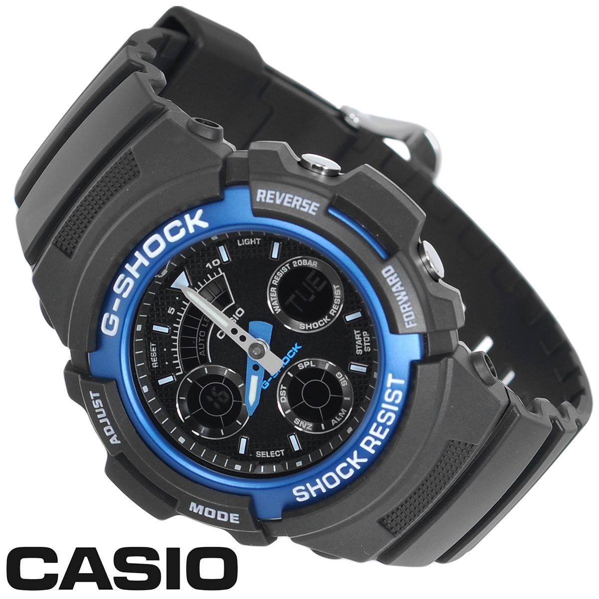 Часы мужские наручные Casio G-Shock, цвет: черный, синий. AW-591-2AT0AUFDJK3Стильные аналогово-цифровые кварцевые часы G-Shock от японского брэнда Casio - это яркий функциональный аксессуар для современных людей, которые стремятся выделиться из толпы и подчеркнуть свою индивидуальность. Часы выполнены в спортивном стиле. Корпус имеет ударопрочную конструкцию, защищающую механизм от ударов и вибрации. Циферблат с люминесцентными отметками и двумя стрелками оснащен светодиодной автоподсветкой. Ремешок из пластика имеет классическую застежку.Основные функции: -5 будильников с функцией Snooze, ежечасный сигнал; -автоматический календарь (число, месяц, день недели, год); -секундомер с точностью показаний 1/100 с и временем измерения 1 ч; -мировое время; -таймер; -12-ти и 24-х часовой формат времени. Часы упакованы в фирменную коробку с логотипом Casio. Такой аксессуар добавит вашему образу стиля и подчеркнет безупречный вкус своего владельца.Характеристики: Диаметр циферблата: 3 см.Размер корпуса: 5,2 см х 4,6 см х 1,5 см.Длина ремешка (с корпусом): 25 см.Ширина ремешка: 2 см. STAINLESS STELL BACK JAPAN MOVT Y CASED IN THAILAND.