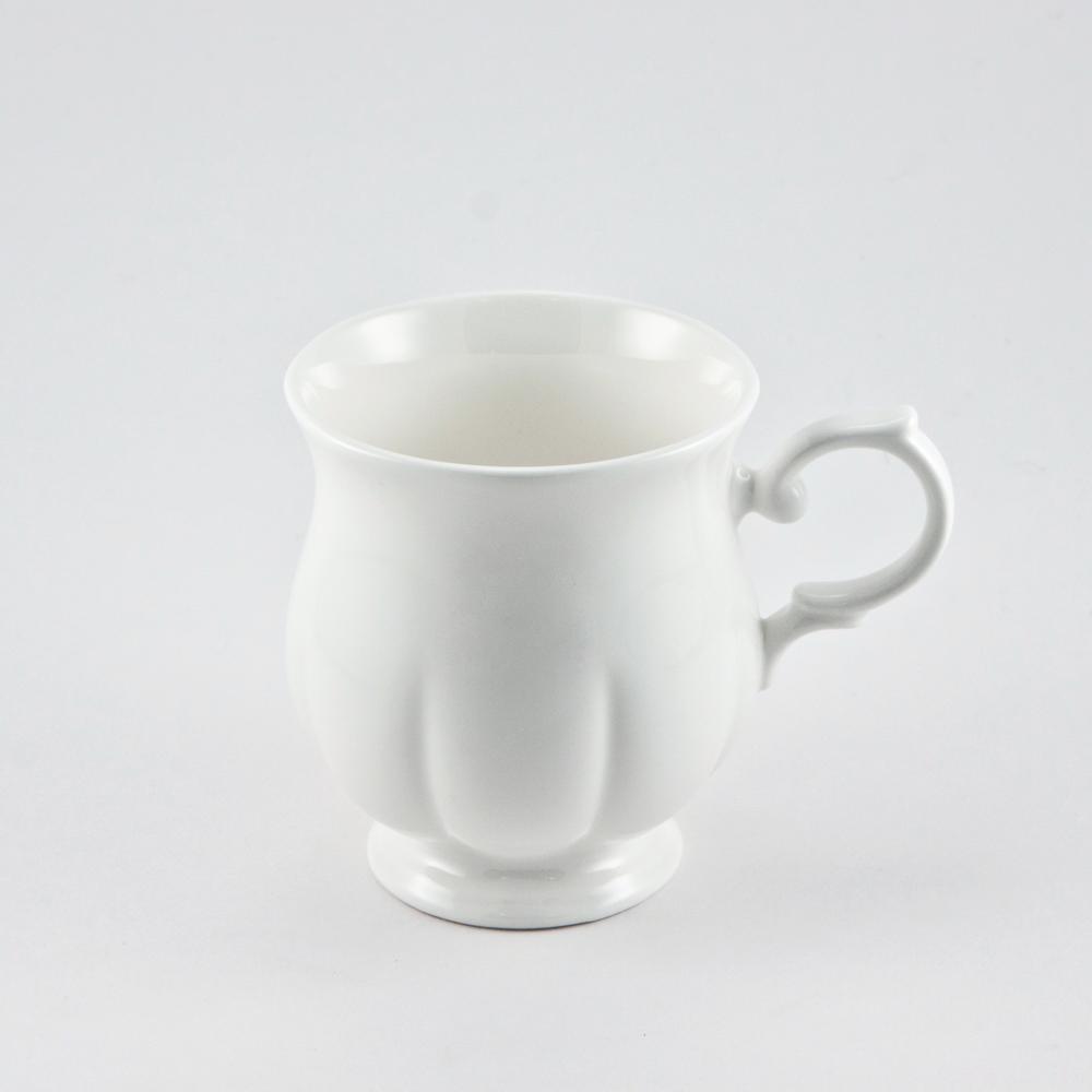 Кружка Royal Bone China White, 220 мл54 009303Кружка Royal Bone China White изготовлена из костяного фарфора с содержанием костяной муки (45%).Основным достоинством изделий из костяного фарфора является абсолютно гладкая глазуровка. Такие изделия сочетают в себе изысканный вид с прочностью и долговечностью. Кружка оснащена удобной ручкой и декорирована вертикальными бороздами. Изделия Royal Bone Chine по праву считаются элитными. Благодаря такой кружке пить напитки будет еще вкуснее. Объем: 220 мл.Диаметр (по верхнему краю): 7 см.Высота кружки: 9 см.