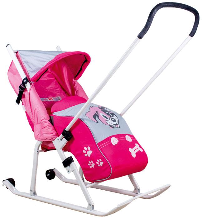Санки-трансформер детские Тяни-Толкай Любопытный щенок, цвет: розовыйХот ШейперсСанки-коляска Тяни-Толкай Любопытный щенок - это идеальное решение для самых маленьких. Отличительная особенность - перекидная ручка-толкатель. Не стоит мучить себя и бороться со снегом, протаскивая по нему резиновые колеса обычной детской коляски, складные санки-коляска с тентом избавят вас от этого. Не занимая много места, они легко вместятся как в общественном транспорте, так и в багажнике собственного авто, что значительно упростит прогулки с малышом. Укрыв ребенка теплой попоной, изготовленной из влагостойкого ветронепродуваемого материала, вы можете быть абсолютно спокойны о его самочувствии.Особенности санок: Красивая переливающаяся ткань - непродуваемый водоотталкивающий материал DEWSPO с пропиткой. Очень теплый съемный чехол для ножек крепится на липучках по бокам. Складной капюшон и складная подножка. Страховочный ремень. Перекидная регулируемая ручка-толкатель. Регулировки по высоте нет! Рама - круглый профиль сечения труб. Плоские полозья 40 мм. Сплющенные полозья будут легко скользить по любым дорогам города. 2 колесика установлены на полозьях сзади. Спинка регулируется в 2х положениях (горизонтального положения нет!) В сложенном виде санки компактны и удобны для хранения и провоза в общественном транспорте. Их толщина - 14 см. Сзади большая вместительная сумка-карман. Использованы яркие светоотражающие ткани для безопасных поездок в темное время суток. Максимальная нагрузка - 50 кг.
