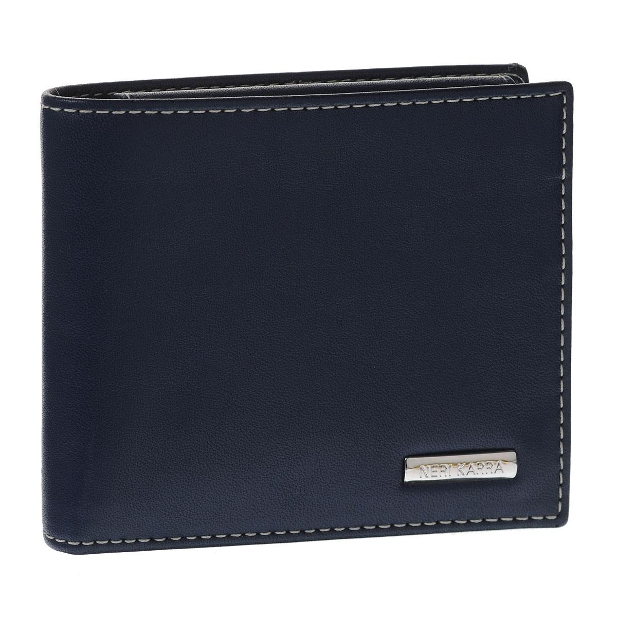 Портмоне мужское Neri Karra, цвет: синий, бежевый. 0366 3-01.09/3-01.65W16-11128_323Стильное мужское портмоне Neri Karra изготовлено из натуральной кожи. Внутри содержится два отделения для купюр, четыре кармана для пластиковых карт и визиток, 2 потайных кармашка для мелких бумаг, а также объемное отделение для мелочи, закрывающееся клапаном на кнопке. Внутри портмоне отделано прочным однотонным шелком. На внутренней стороне изделие оформлено тиснением в виде названия бренда, на лицевой стороне - небольшой металлической пластиной с гравировкой Neri Karra. Стильное и практичное портмоне подчеркнет ваш неповторимый вкус и станет стильным аксессуаром, идеально подходящим вашему образу. Портмоне упаковано в коробку из плотного картона с логотипом фирмы.