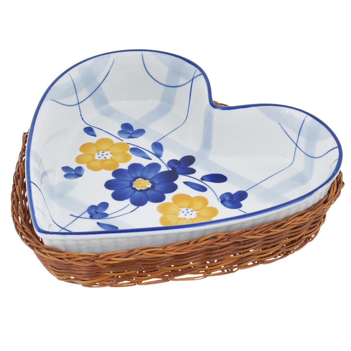 Блюдо Bekker Dish с корзиной, цвет: синий, белый, 24,5 см х 24 см54 009312Блюдо Bekker Dish изготовлено из высококачественной жаропрочной керамики и декорировано изображением цветов. В комплект входит плетеная корзина-подставка, изготовленная из ротанга.Изделия из керамики идеально подходят как для приготовления пищи, так и для подачи на стол. Материал не содержит свинца и кадмия. С такой формой вы всегда сможете порадовать своих близких оригинальным блюдом.Блюдо можно использовать в духовке и микроволновой печи. Можно мыть в посудомоечной машине.