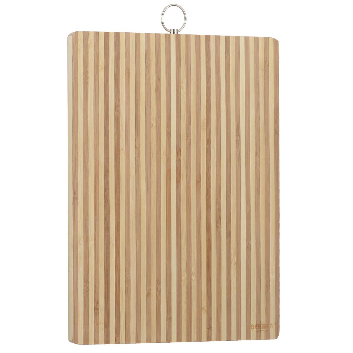 Доска разделочная Bekker, бамбуковая, 34 см х 24 см. BK-9705115510Прямоугольная разделочная доска Bekker изготовлена из высококачественной древесины бамбука, обладающей антибактериальными свойствами. Бамбук - инновационный материал, идеально подходящий для разделочных досок. Доски из бамбука обладают высокой плотностью структуры древесины, а также устойчивы к механическим воздействиям. Доска оснащена крючком для подвешивания. Функциональная и простая в использовании, разделочная доска Bekker прекрасно впишется в интерьер любой кухни и прослужит вам долгие годы.