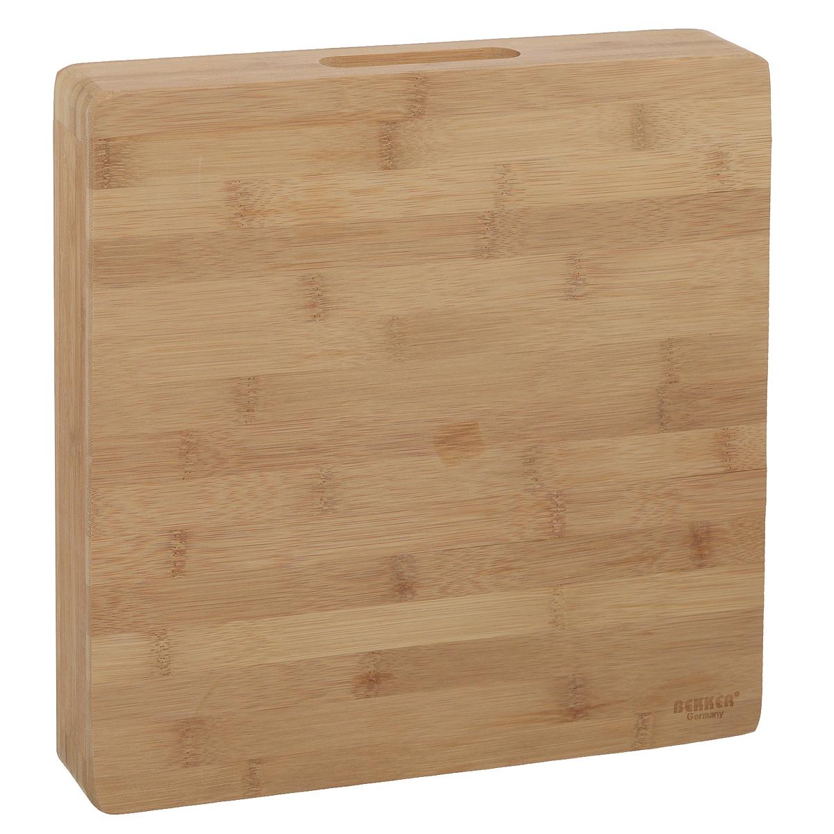 Доска разделочная Bekker, бамбуковая, 30 см х 30 см. BK-9722115510Квадратная разделочная доска Bekker изготовлена из высококачественной древесины бамбука, обладающей антибактериальными свойствами. Бамбук - инновационный материал, идеально подходящий для разделочных досок. Доски из бамбука обладают высокой плотностью структуры древесины, а также устойчивы к механическим воздействиям. Доска оснащена углублениями сбоку. Функциональная и простая в использовании, разделочная доска Bekker прекрасно впишется в интерьер любой кухни и прослужит вам долгие годы.