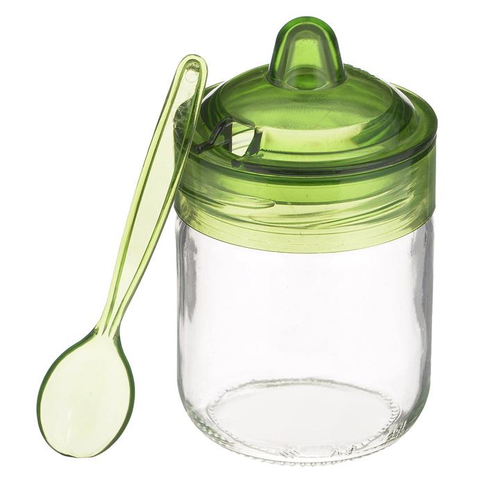 Банка для сыпучих продуктов Herevin Венеция, с ложечкой, цвет: зеленый, 200 мл. S131505VT-1520(SR)Банка для сыпучих продуктов Herevin Венеция изготовлена из прочного стекла. Банка оснащена плотно закрывающейся пластиковой крышкой с термоусадкой. Благодаря этому внутри сохраняется герметичность, и продукты дольше остаются свежими. Изделие предназначено для хранения различных сыпучих продуктов: круп, чая, сахара, орехов и т.д. Особенно прекрасно банка подойдет для специй. В комплекте - пластиковая ложечка, с помощью которой вы с легкостью сможете достать содержимое.Функциональная и вместительная, такая банка станет незаменимым аксессуаром на любой кухне. Можно мыть в посудомоечной машине. Пластиковые части рекомендуется мыть вручную.Объем: 200 мл.Диаметр (по верхнему краю): 6,5 см.Высота банки (без учета крышки): 8,5 см.Длина ложечки: 11,5 см.
