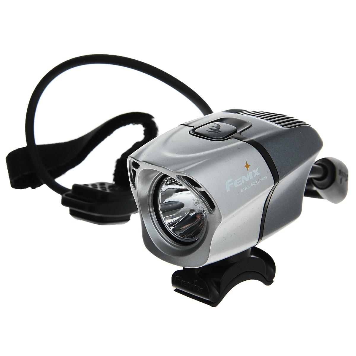 Фонарь велосипедный Fenix BTR20, светодиодныйMW-1462-01-SR серебристыйПрофессиональная велофара Fenix BTR20 Cree XM-L. Особенностью Fenix BTR20 Cree XM-L является дистанционное управление и аккумуляторный отсек.В фонаре установлен нейтральный белый светодиод Cree XM-L (T6), максимальная яркость достигает 800 люмен по стандарту ANSI (на выходе из оптической системы). Моментальный доступ к Турбо режиму осуществляется нажатием на дистанционную кнопку, остальные 3 режима яркости и сигнальный режим управляются кнопкой на фаре.Fenix BTR20 обладает системой ближнего и дальнего освещения, которая создает обширную зону видимости, безопасную и комфортную для любого велосипедиста, и не слепит встречных прохожих и водителей транспортных средств.Продуманный аэродинамический дизайн имеет низкую сопротивляемость ветру, фара хорошо охлаждается во время движения. 2 опции батарейного отсека - на 2 и 4 аккумулятора 18650 Li-ion позволяют пользователю выбрать питание с учетом дальности поездки. Удобство использования дополняется быстросъемными устойчивым резиновым креплениями на руль, совместимыми с различными диаметрами руля (20 - 35 мм), и возможностью закрепить фонарь на шлем.