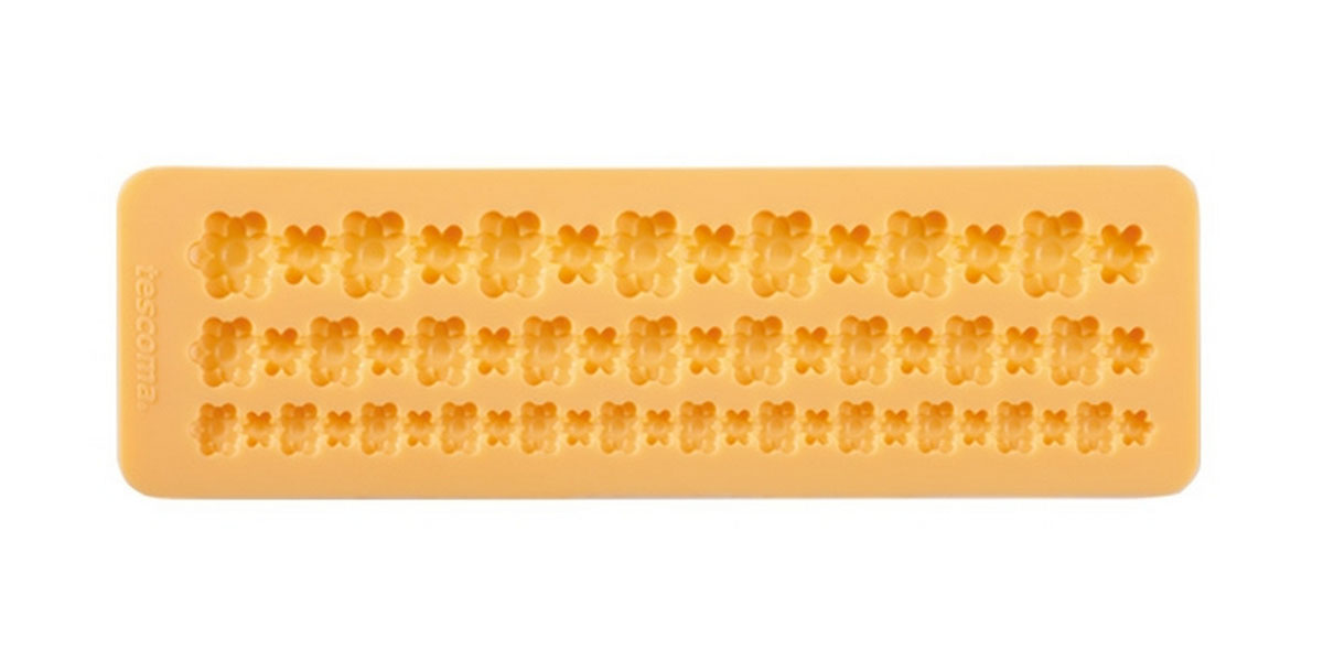 Форма для украшения выпечки Tescoma Бордюр с цветами, 3 ячейки94672Форма Tescoma Бордюр с цветами отлично подходит для украшения выпечки фигурками из марципана или помадки. Необходимо поставить заполненные формы в морозильник на 5-10 минут, а затем вытащить их, мягко нажав на дно формы. Форма изготовлена из превосходного гибкого силикона. На одном листе расположены 3 ячейки в виде полосок из сплетенных цветов разных размеров. Можно мыть в посудомоечной машине.