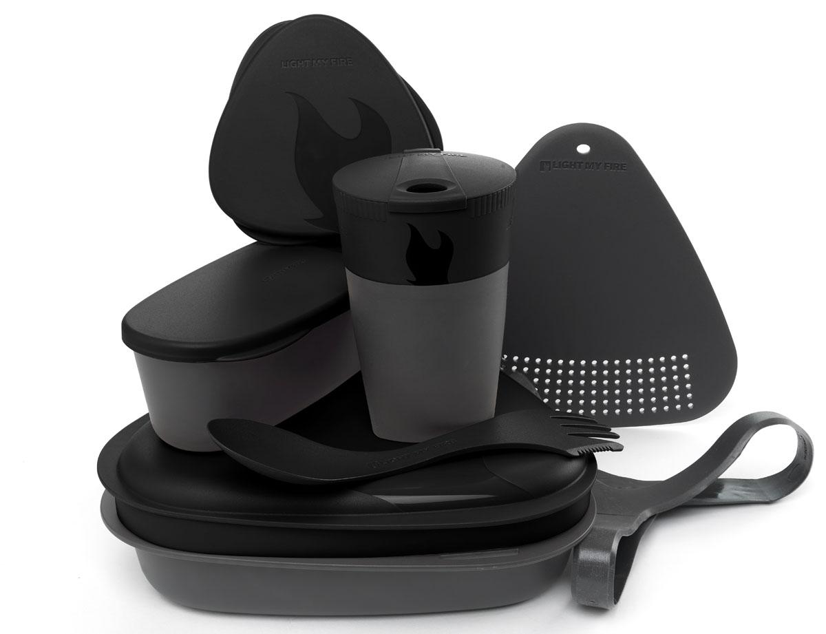 Набор походной посуды Light My Fire MealKit 2.0, цвет: черный, 10 предметов41362010Набор походной посуды Light My Fire MealKit 2.0 отлично подойдет для обедов на работе, в школе, для пикника, походов и загородного отдыха. Набор включает в себя: контейнер с крышкой, которая так же может использоваться как тарелка, ловилку Spork Original, которая сочетает в себе ложку, вилку, нож, герметичную коробочку с мерной шкалой SnapBox original, герметичную коробочку c мерной шкалой SnapBox oval, складную кружку Pack-up-Cup, комбинированную разделочную доску и удерживающий резиновый ремешок.Набор можно мыть в посудомоечной машине и использовать в микроволновой печи. Кроме того, набор Light My Fire MealKit 2.0 не тонет в воде! С таким набором не возможно остаться незамеченным.Размер контейнера (с учетом крышки): 19 см х 19 см х 6 см.Объем контейнера: 900 мл. Объем крышки: 500 мл. Длина ловилки: 17 см. Размер кружки (в разложенном виде): 7 см х 7 см х 10,5 см. Объем кружки: 260 мл. Размер кружки (в сложенном виде): 7 см х 7 см х 4 см. Размер разделочной доски: 15 см х 15,5 см. Размер коробочки SnapBox oval (с учетом крышки): 16,5 см х 7 см х 5 см. Объем коробочки SnapBox oval: 320 мл. Размер коробочки SnapBox original (с учетом крышки): 9,5 см х 9,5 см х 4 см. Объем коробочки SnapBox original: 170 мл.