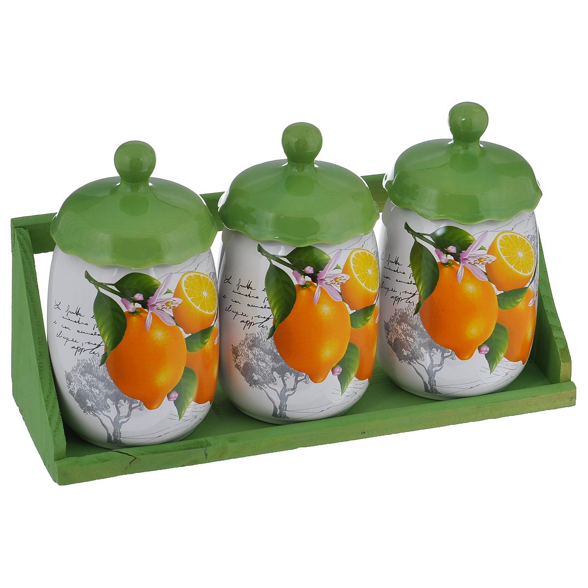 Набор банок для хранения сыпучих продуктов Лимоны, цвет: зеленый, белый, 4 предметаВетерок-2 У_6 поддоновНабор Лимоны состоит из трех больших банок и подставки. Предметы набора изготовлены из доломитовой керамики и декорированы изображением лимонов. Изделия помещаются на удобную деревянную подставку. Оригинальный дизайн, эстетичность и функциональность набора позволят ему стать достойным дополнением к кухонному инвентарю.Можно мыть в посудомоечной машине на минимальной температуре.Диаметр основания: 7,5 см.Высота емкости (без учета крышки): 13 см.Размер подставки: 31,5 см х 11 см х 10,5 см.