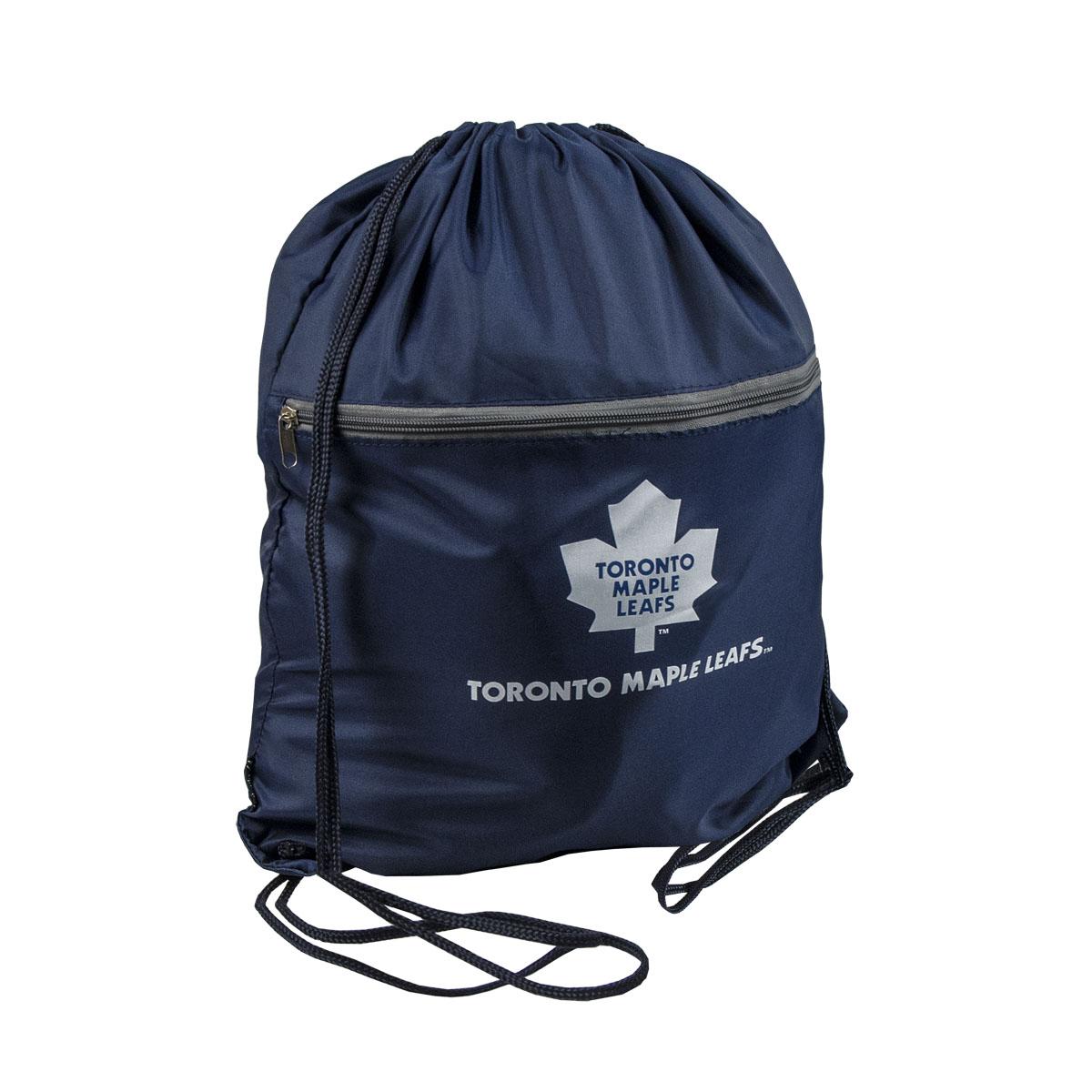 """Мешок на шнурке NHL """"Maple Leafs"""" выполнен из 100% полиэстера. Он выполняет функции рюкзака, благодаря плечевым лямкам, которые надежно фиксируют изделие у его верхнего основания. Мешок имеет 2 отделения, одно из которых закрывается на молнию. Украшен эмблемой хоккейной команды Maple Leafs."""
