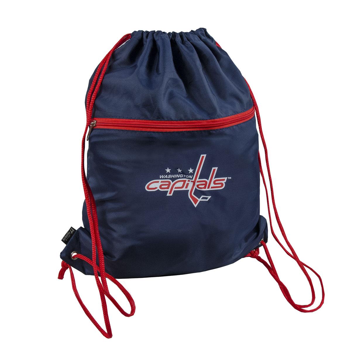 """Мешок на шнурке NHL """"Capitals"""" выполнен из 100% полиэстера. Он выполняет функции рюкзака, благодаря плечевым лямкам, которые надежно фиксируют изделие у его верхнего основания. Мешок имеет 2 отделения, одно из которых закрывается на молнию. Украшен эмблемой хоккейной команды Capitals."""