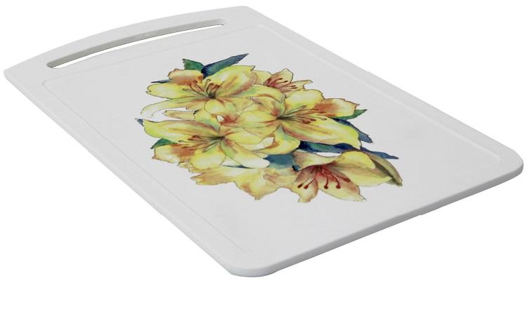 Доска разделочная Idea Желтый цветок, 24 х 15 смFS-91909Разделочная доска Idea Желтый цветок, выполненная из высокопрочного пищевого полипропилена (пластика) и украшенная красивым цветочным рисунком, станет незаменимым атрибутом приготовления пищи. Доска устойчива к повреждениям и не впитывает запахи, идеально подходит для разделки мяса, рыбы, приготовления теста и для нарезки любых продуктов. Изделие снабжено ручкой и желобками по краю для стока жидкости.