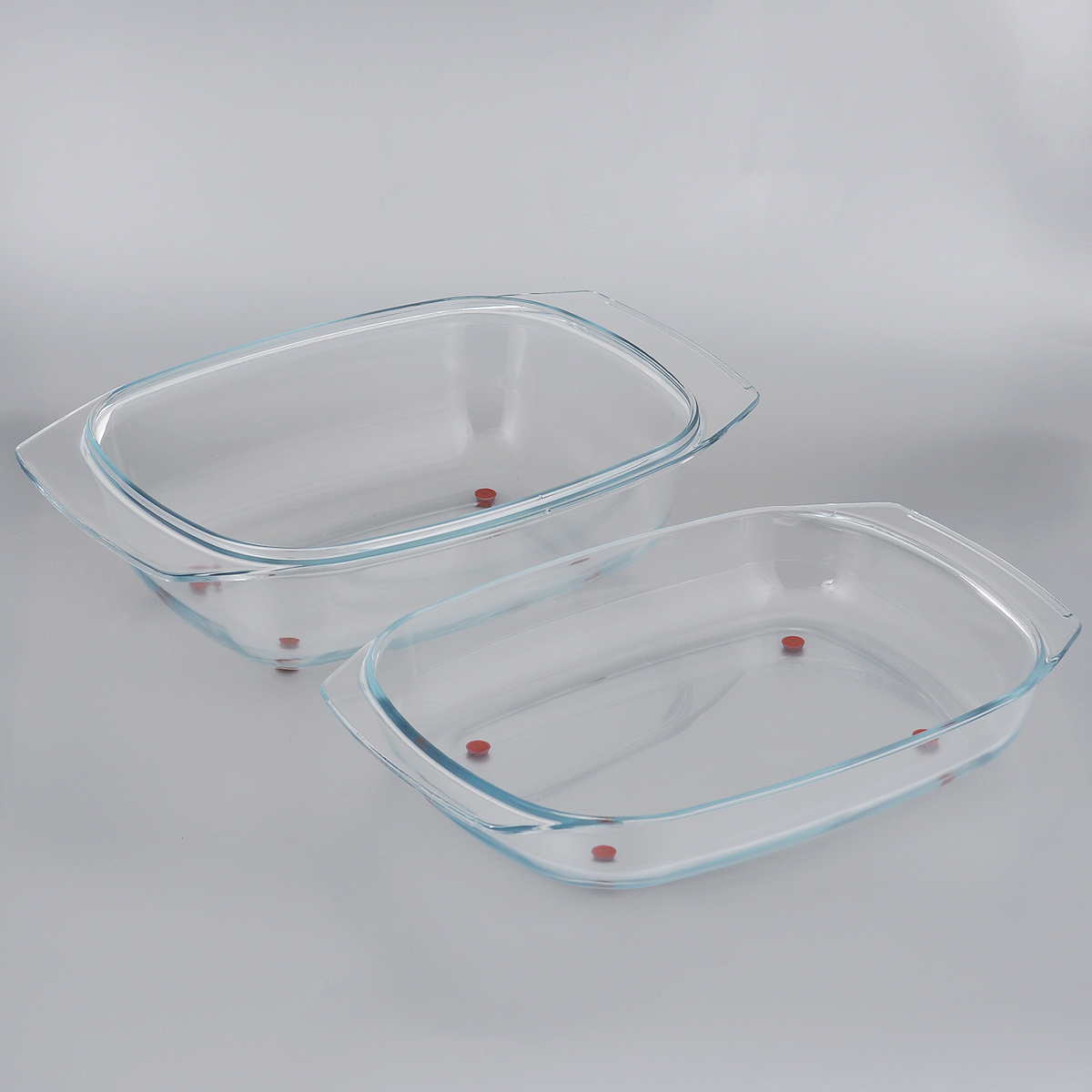 Жаровня Tescoma Delicia Glass с крышкой, 42 см х 26 см115510Массивная жаровня Tescoma Delicia Glass, состоящая из двух частей,изготовлена из жаростойкого боросиликатного стекла. Основание и крышка жаровни оснащены ножками из высококачественного силикона, поэтому их можно ставить прямо из духовки на стол без риска повреждения поверхности. Жаровня снабжена удобными ручками. Обе части изделия можно использовать как две отдельные жаровни, низкую и глубокую.Подходит для всех типов печей, холодильников и посудомоечных машин.