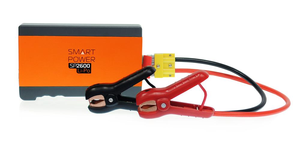 Пуско-зарядное устройство Berkut Smart Power SP-2600ACH-12A-02Пуско-зарядные устройства Smart Power служат для аварийного запуска двигателей транспортных средств в экстренных ситуациях и случаях отказа штатного аккумулятора. Модель Smart Power SP-2600 рекомендована для запуска бензиновых двигателей до 3000 см3 и дизельных до 1800 см3.Особенности устройства:Пуско-зарядные устройства Smart Power подходят для любых типов транспортных средств с напряжением бортовой сети 12 Вольт. Пуско-зарядные устройства Smart Power снабжены современной компактной литий-полимерной батареей с увеличенным ресурсом и сроком службы.Пуско-зарядные устройства Smart Power снабжены медными силовыми проводами и зажимными клеммами с силовым разъемом повышенной мощности.Пуско-зарядные устройства Smart Power могут служить для подзарядки и работы широкого ряда мобильной техники от встроенного USB-разъема (5В/2А).Пуско-зарядные устройства Smart Power оснащены ярким светодиодным фонарем с 3-мя режимами работы и индикатором зарядки батареи. Напряжение на клеммах: 12В. Емкость батареи: 2600 мАч. Тип батареи: Lithium-ion Polymer. Максимальный пусковой ток: 234 А. Диапазон температур для запуска: -30°С/+50°С