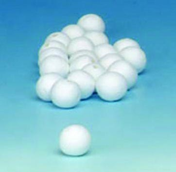 Шарики хлопковые Hobby Time, цвет: белый, диаметр 20 мм, 35 шт55052Декоративные шарики Hobby Time, изготовленные из 100% натурального хлопка, станут эффектным украшением интерьера или праздника. Из хлопка можно создать любые украшения. Белый пушистый хлопок - практически универсальная деталь, из которой можно создать красивейшие декоративные композиции как для зимних праздников, так и для торжественных мероприятий, проводимых в теплые сезоны.При планировании эко-свадьбы хлопок также стоит включить в список элементов декоративного убранства. Воткнув в букет хлопковые веточки, вы сразу сделаете композицию и нежнее, и оригинальнее. Поскольку цветки хлопчатника белые, украшения из них можно сочетать с любой цветовой палитрой. Хлопок можно добавлять не только в букет невесты и в композиции на столах. А из веточек хлопка получатся оригинальные бутоньерки. Диаметр шарика: 20 мм.