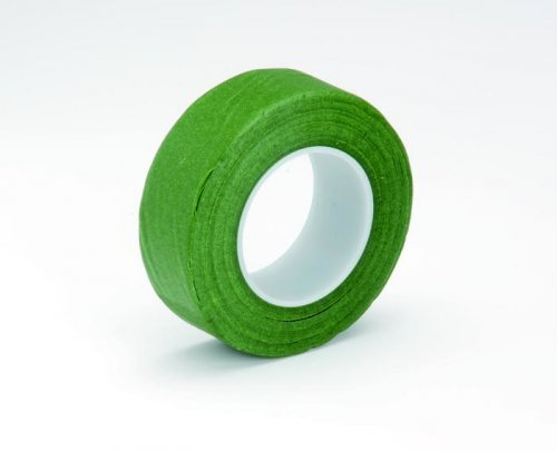 Лента флористическая Hobby Time, цвет: зеленый, ширина 25,4 мм, длина 28 м7705272Флористическая лента Hobby Time - это тонкая эластичная лента в катушке с легким клеящим эффектом. Она липкая, тонкая, легкая, водонепроницаемая, хорошо растягивается. Лента бывает широкой и узкой. Широкая лента в основном используется для крепления к сосуду флористической губки, узкой лентой также иногда перекрещивается отверстие широкогорлового сосуда для закрепления растений. Флористическая лента может использоваться в квиллинге при изготовлении цветов на проволоке, конфетных деревьев, украшений из бисера, различного декора. В основном лента применяется для декорирования проволоки в букетах в соответствии с цветом букета. При намотке флористическую ленту необходимо немного натягивать, чтобы она лучше прилипала к стеблю цветка.Особенности флористической ленты: - Легко разглаживается и плотно прилегает к поверхности;- Принимает любую форму;- Позволяет продлить свежесть цветка, поэтому необходима при создании свадебных букетов и других аксессуаров из цветов;- Лентой можно загрунтовать гладкую поверхность перед закреплением на ней флористической композиции, чтобы фиксация последней была устойчивой. Ширина ленты: 25,4 мм. Длина ленты: 28 м.
