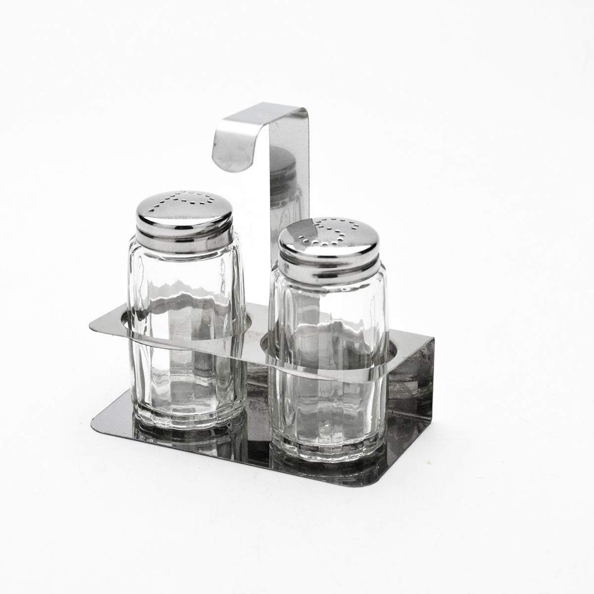 Набор для специй Mayer & Boch, 3 предмета. 9202115510Набор для специй Mayer & Boch состоит из солонки, перечницы и подставки. Емкости выполнены из высококачественного стекла. Крышки емкостей, а также подставка выполнены из нержавеющей стали. Подставка оснащена ручкой. Набор для специй Mayer & Boch прекрасно оформит кухонный стол и станет незаменимым аксессуаром на любой кухне.Размер емкостей: 3,5 см х 3,5 см х 7 см.Размер подставки: 10 см х 5 см х 10 см.Размер емкостей: 3,5 см х 3,5 см х 7 см.Размер подставки: 10 см х 5 см х 10 см.