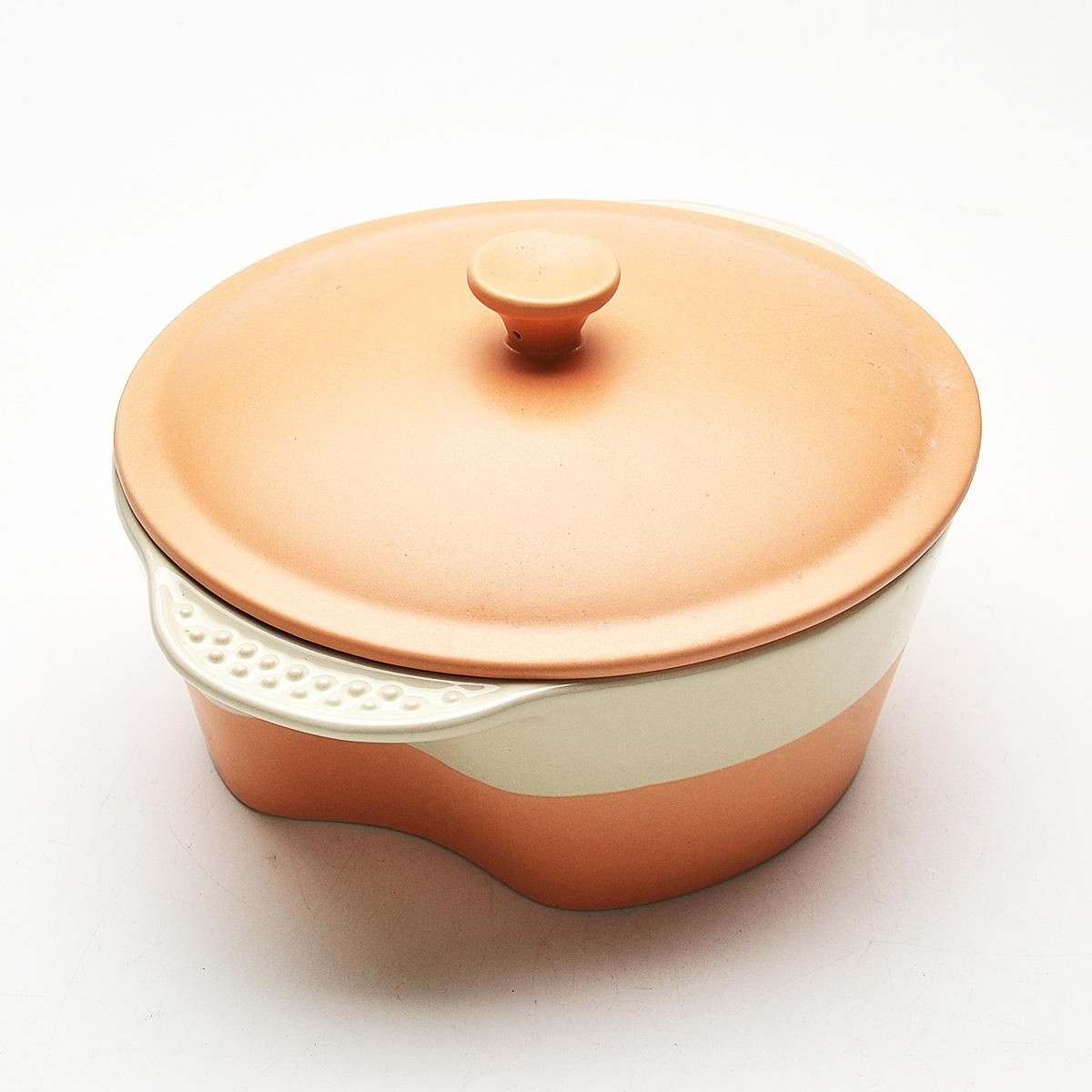 Кастрюля Mayer & Boch с крышкой, цвет: оранжевый, бежевый, 1,7 л. 2177354 009312Кастрюля Mayer & Boch, изготовленная из жаропрочной керамики, подходит для любого вида пищи. Элегантный дизайн идеально подходит для современного дома. В комплект входит крышка из керамики.Изделия из керамики идеально подходят как для приготовления пищи, так и для подачи на стол. Материал не содержит свинца и кадмия. С такой кастрюлей вы всегда сможете порадовать своих близких оригинальным блюдом.Кастрюлю можно использовать в духовом шкафу, в микроволновой печи, замораживать в холодильнике. Можно мыть в посудомоечной машине.Ширина кастрюли (с учетом ручек): 24 см.Высота стенок: 8 см.Толщина стенок: 6-7 мм.