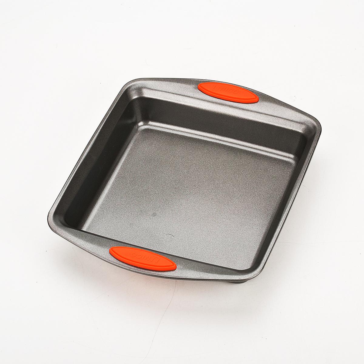 Форма для пирога Mayer & Boch, квадратная, цвет: черный, 31 х 25,8 см 409594672Квадратная форма для пирога Mayer & Boch изготовлена из углеродистой стали. Сталь не содержит вредных примесей ПФОК, что способствует здоровому и экологичному приготовлению пищи. Форма идеально подходит для приготовления пирогов и других блюд. Выдерживает температуру до +230°C. Изделие имеет ручки с силиконовыми вставками.Форма для запекания Mayer & Boch подходит для приготовления блюд в духовке. Можно мыть в посудомоечной машине. Высота стенки: 5,5 см. Толщина стенки: 2 мм. Толщина дна: 2 мм. Размер формы: 31 см х 25,8 см.