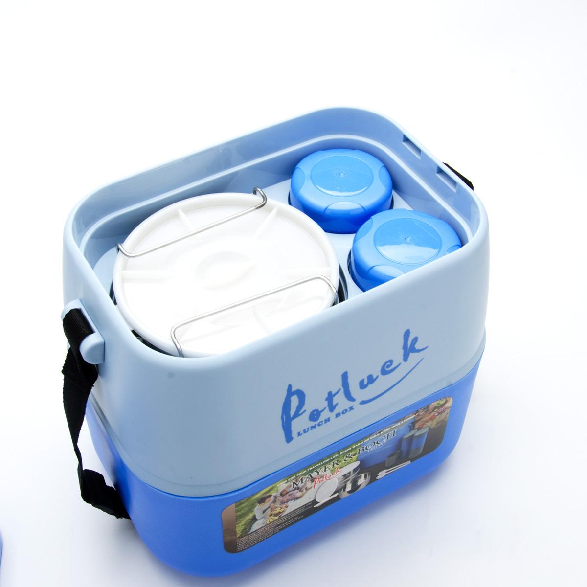 Термо-контейнер для продуктов Mayer & Boch, цвет: синий, 3,6 л21395599Термо-контейнер Mayer & Boch, изготовленный из полипропилена, станет незаменимой вещью для офисных работников, водителей, школьников и студентов. Благодаря двойной стенке и герметичной крышке термо-конейнер сохраняет температуру продуктов в течение 4-5 часов, поэтому вы сможете насладиться теплым обедом и вне дома. Изделие имеет абсолютно герметичную конструкцию. Контейнер идеален для пикников и путешествий. Вы можете носить в нем обеды и завтраки, супы, закуски, фрукты, овощи и другое. Термо-контейнер прекрасно подходит для горячей и холодной пищи. Для более удобной транспортировки изделие оснащено текстильным ремнем. В наборе - 3 стальных контейнера для пищи с пластиковыми крышками, металлическая подставка и съемная ручка для контейнеров, 2 пластиковые емкости для жидкости с крышками, 2 стакана, пластиковые ложка и вилка-ложка. Все предметы компактно и надежно складываются внутрь термо-контейнера. Объем термо-контейнера: 3,6 л.Размер термо-контейнера: 27 см х 19 см х 29 см.Диаметр контейнера для пищи: 14 см.Высота контейнера для пищи (без учета крышки): 6 см.Размер подставки для контейнеров: 10,5 см х 10,5 см х 19 см.Длина съемной ручки для контейнеров: 11 см.Длина ложки/вилки-ложки: 16 см.