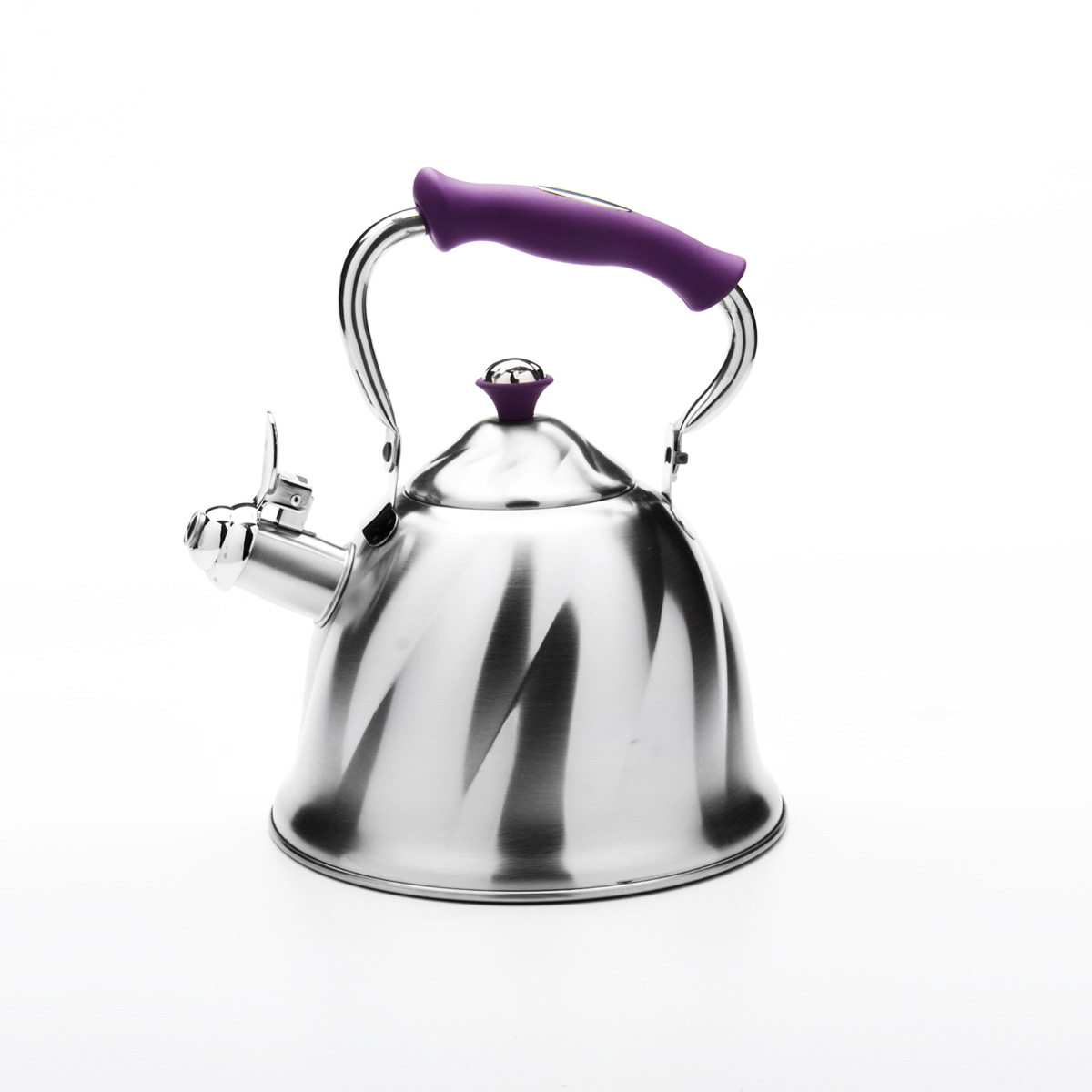 Чайник Mayer & Boch со свистком, цвет: фиолетовый, 3 л. 23777391602Чайник Mayer & Boch выполнен из высококачественной нержавеющей стали, что обеспечивает долговечность использования. Внешнее матовоепокрытие придает приятный внешний вид. Фиксированная ручка из бакелита делает использование чайника очень удобным и безопасным. Чайник снабжен свистком и устройством для открывания носика. Можно мыть в посудомоечной машине. Пригоден для всех видов плит, кроме индукционных. Высота чайника (без учета крышки и ручки): 13 см.Диаметр основания: 21 см.