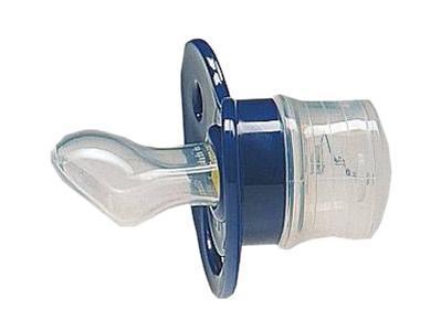 Пустышка для медикаментов Baby-Frank силиконовая для медикаментов ортодонтическая 0 мес Blue предназначена для введения жидких и растворенных медикаментов. Состоит из заслонки для дозирования min-max, отверстия для вытекания медикаментов, нагубника, шарнира, емкости для медикаментов. Пустышка обеспечивает мягкое введение и точную дозировку лекарства. Успокаивающий эффект при сосании. Нет опасности проглотить разборные части. Произведена из лучшего, клинически проверенного материала. Небьющаяся, стойкая к кипячению. Нагубник с тремя отверстиями предотвращает скопление слюны.