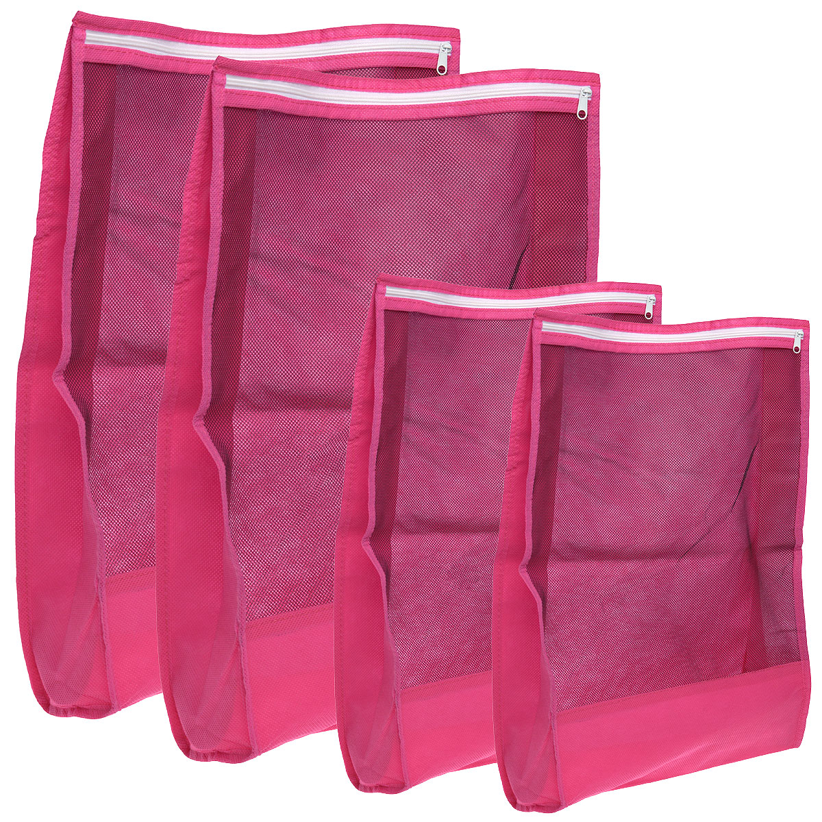 Набор чехлов для путешествий Hausmann, 4 штU210DFНабор чехлов для путешествий Hausmann состоит из чехла для электроники и мелких предметов на молнии, малого чехла для одежды на молнии, чехла для белья на молнии, большого чехла для одежды на молнии. Предметы набора изготовлены из высококачественной вискозы.Чехлы закрываются на застежку-молнию и оснащены прозрачными вставками, благодаря которым вы без труда сможете определить их содержимое. Чехлы помогут аккуратно разместить и защитить вещи внутри чемодана, а также упростят сборы и распаковку вещей.