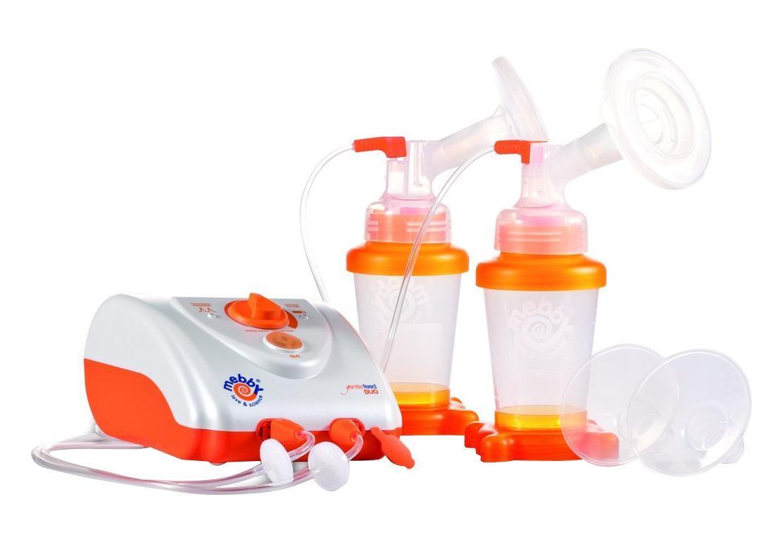 """Электрический молокоотсос """"Mebby"""" создан британскими специалистами специально для мам, которые хотят продлить грудное вскармливание и ценят эффективность и комфорт. Он создает мягкий эффект вакуума и нежный массаж, имитирует сосание ребенка и стимулирует выход молока. Форма силиконовой накладки прекрасно совместима с материнской грудью. Очень мягкая силиконовая чаша во время сцеживания создает мягкий массаж соска, что облегчает дискомфорт груди. Классическая чаша из жесткого пластика сможет помочь вам, когда необходимо усилить силу сцеживания. Бутылочка молокоотсоса изготовлена из материалов, не содержащих бисфенол-А. Молокоотсос оснащен контейнером с крышкой, в котором можно сохранить грудное молоко в морозильной камере или в холодильнике. В комплекте: элементы для сборки молокоотсоса, сетевой адаптер, двойной набор грудного насоса, 2 контейнера с крышками и подставками для сцеженного грудного молока, 5 запасных воздушных фильтров, термосумка для хранения и..."""