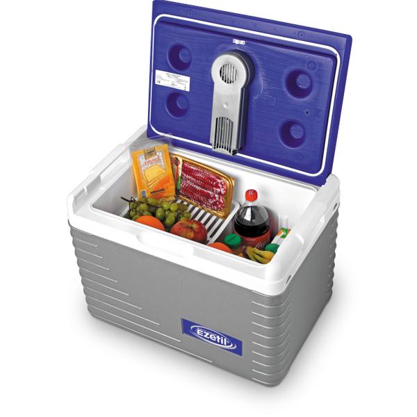 Автохолодильник Ezetil Electric Cooler E 45 12V, цвет: синий, 42 л077178 (771710)Автохолодильник Ezetil Electric Cooler E 45 12V работает от прикуривателя автомобиля (12 Вольт). Этот стильный и удобный автохолодильник отлично подходит для людей, любящих путешествия или являющихся заядлыми охотниками либо рыбаками. Благодаря компактным размерам, вы сможете вместить холодильник в салон или багажник любого автомобиля. Эффективная система охлаждения, оснащенная специальным вентилятором, обеспечит непрерывную циркуляцию холодного воздуха. Для повышения эффективности автохолодильника, а так же когда он не подключен к прикуривателю (например, на даче, на пикнике) внутрь автохолодильника можно поместить аккумуляторы холода (приобретаются отдельно). За счет их использования продлевается срок хранения продуктов. Особенности автохолодильника Ezetil Electric Cooler E 45 12V:- Наличие фиксатора закрытого положения на крышке исключает выпадение содержимого камеры.- Дополнительный внутренний вентилятор.- Отсек для хранения шнура питания и штекера прикуривателя (12В) находится в крышке. - Работает под любым углом наклона.- Система охлаждения не содержит фреонов и охлаждающих жидкостей.Автохолодильник Ezetil Electric Cooler E 45 12V всегда сохранит ваши продукты, на даче, в походе, в долгом путешествии. Объем холодильника: 42 л.Питание: от сети 12 вольт. Размер автохолодильника внутренний (ШхВхД): 33 см х 40 см х 49 см. Размер автохолодильника внешний (ШхВхД): 40 см х 46 см х 59 см.