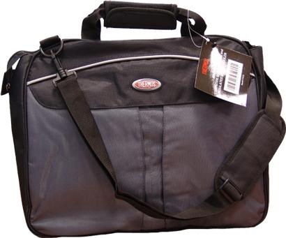 Сумка для ноутбука Thermos Briefcase, 15R30 blackСумка Thermos Briefcase - это эргономичная и стильная сумка для вашего ноутбука с дисплеем до 15 дюймов. Изделие имеет большое отделение для компьютера и отделение для различных ученических принадлежностей школьников и студентов, деловых бумаг, закрывающиеся на змейку. Внутри сумка оснащена изотермическим кармашком на завязках для бутылок с напитками. На передней стенке сумка имеет два небольших кармана на липучках, на задней стенке имеется дополнительное отделение во весь размер сумки на небольшой змейке. Сумка переносится на регулируемом плечевом ремне, выполнена из прочных износостойких материалов.Размер сумки: 34 см х 40 см х 10 см.